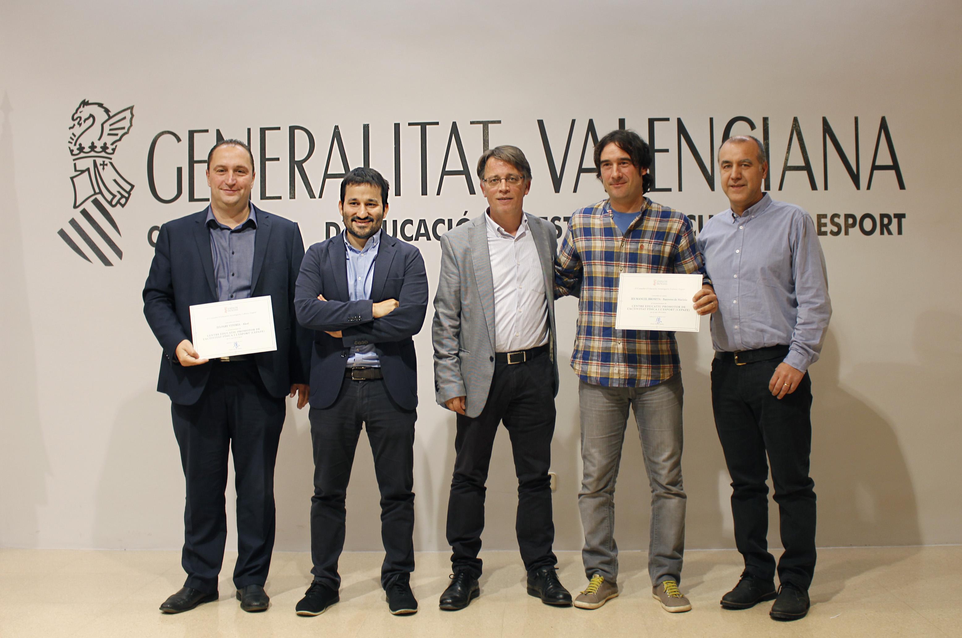 """El conseller Vicent Marzà lliura els diplomes de reconeixement als 146 centres educatius promotors de l""""activitat física i l""""esport"""