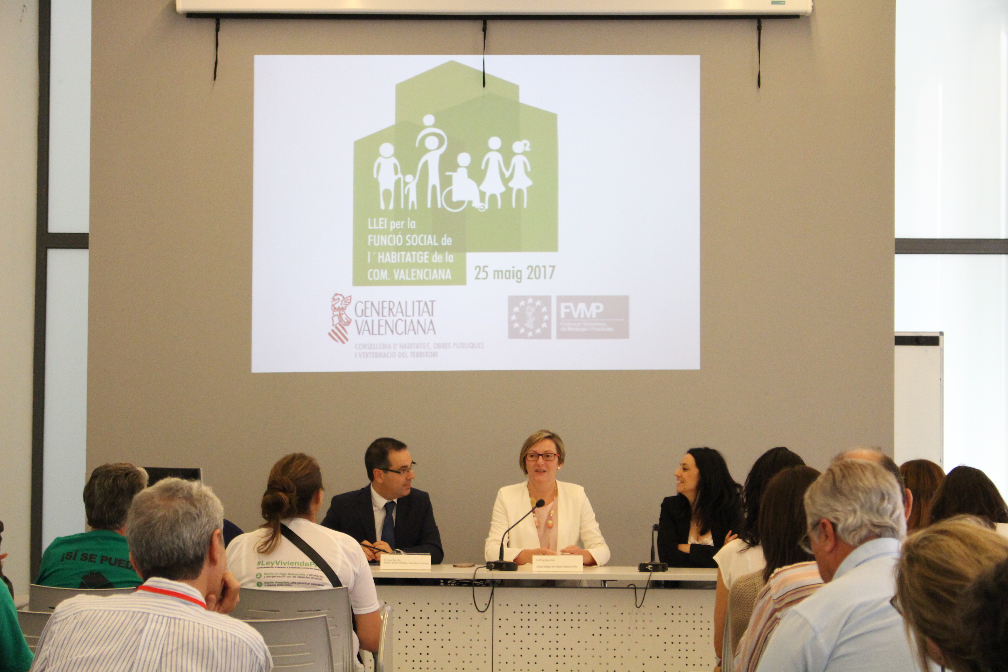 """Salvador destaca el """"importante papel"""" de los ayuntamientos en el """"desarrollo y la consolidación"""" de la Ley por la Función Social de la Vivienda"""