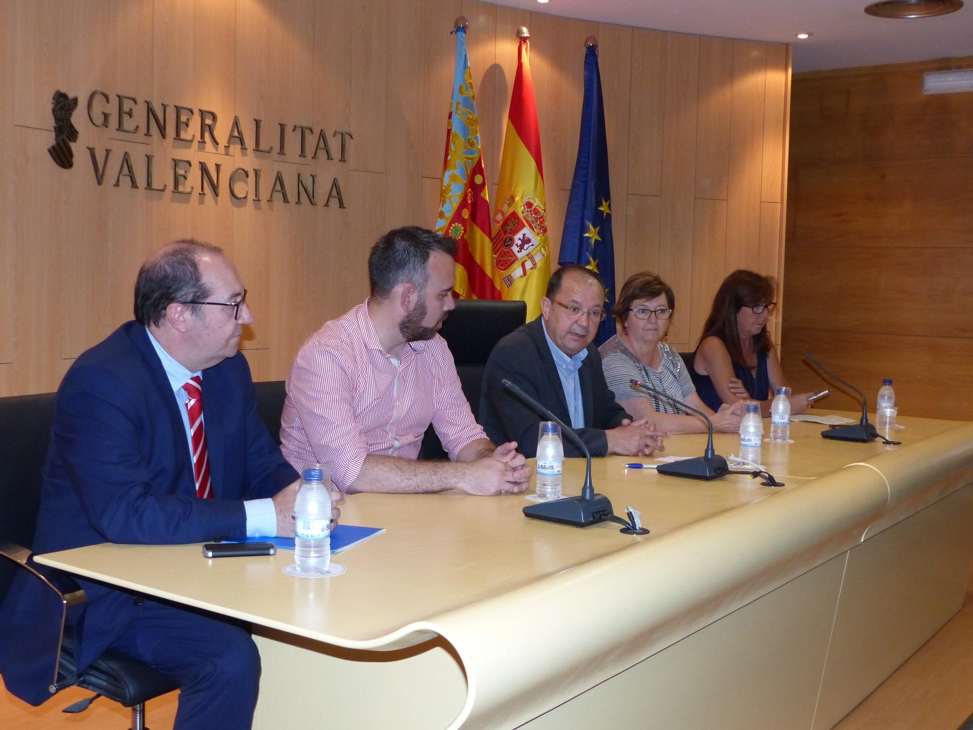 Emergencias continúa su campaña de información del Plan de Emergencia Exterior del Polígono de El Serrallo