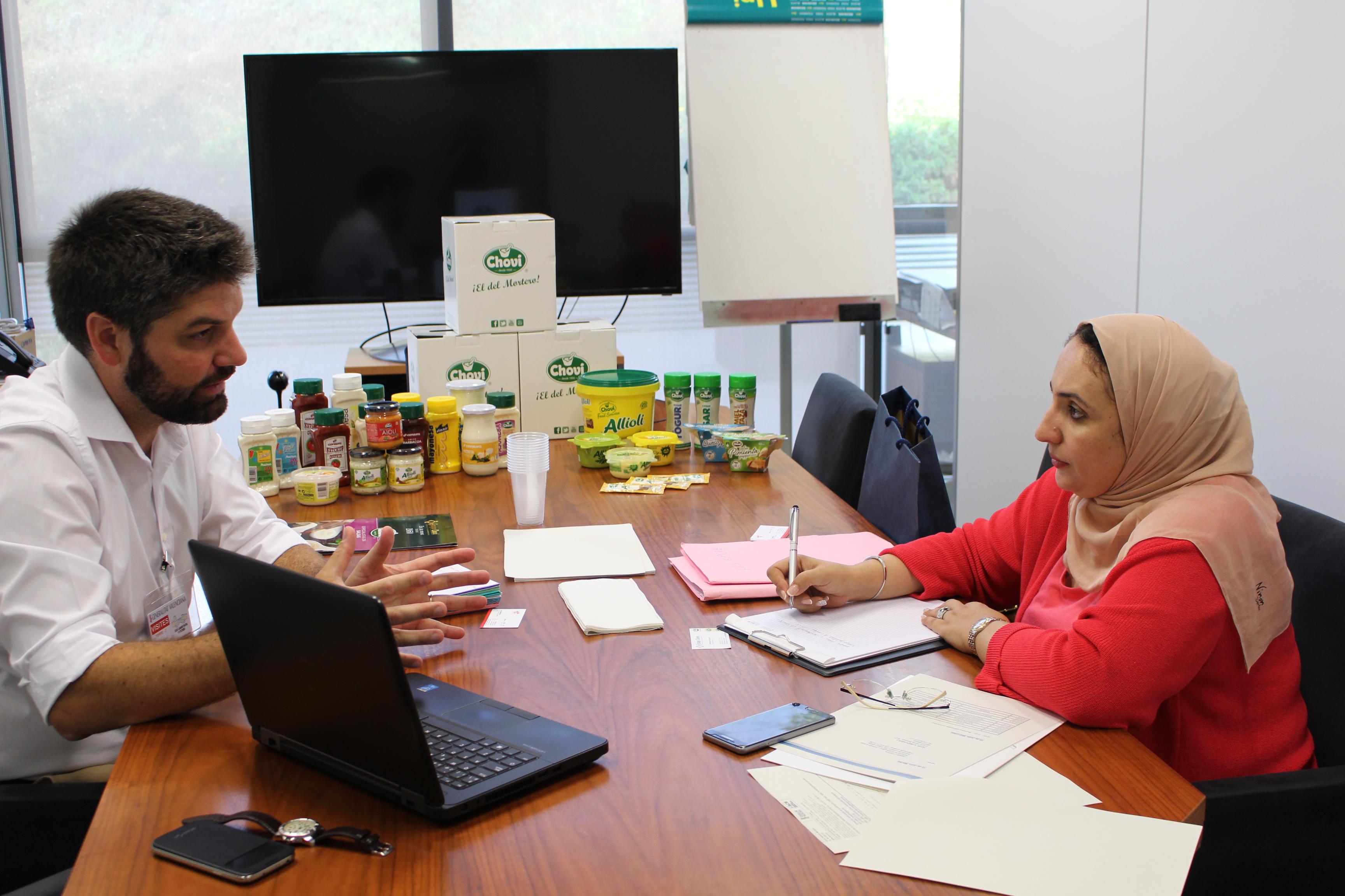 Una treintena de empresas de alimentación muestran sus productos a dos compradores marroquíes de la mano de Ivace Internacional