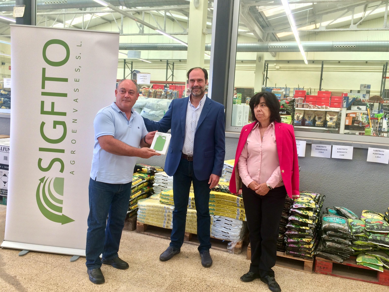 """Quesada entrega el premi Sigfito a la cooperativa agrícola de Vinaròs per la seua labor ambiental en el reciclatge d""""envasos agraris"""
