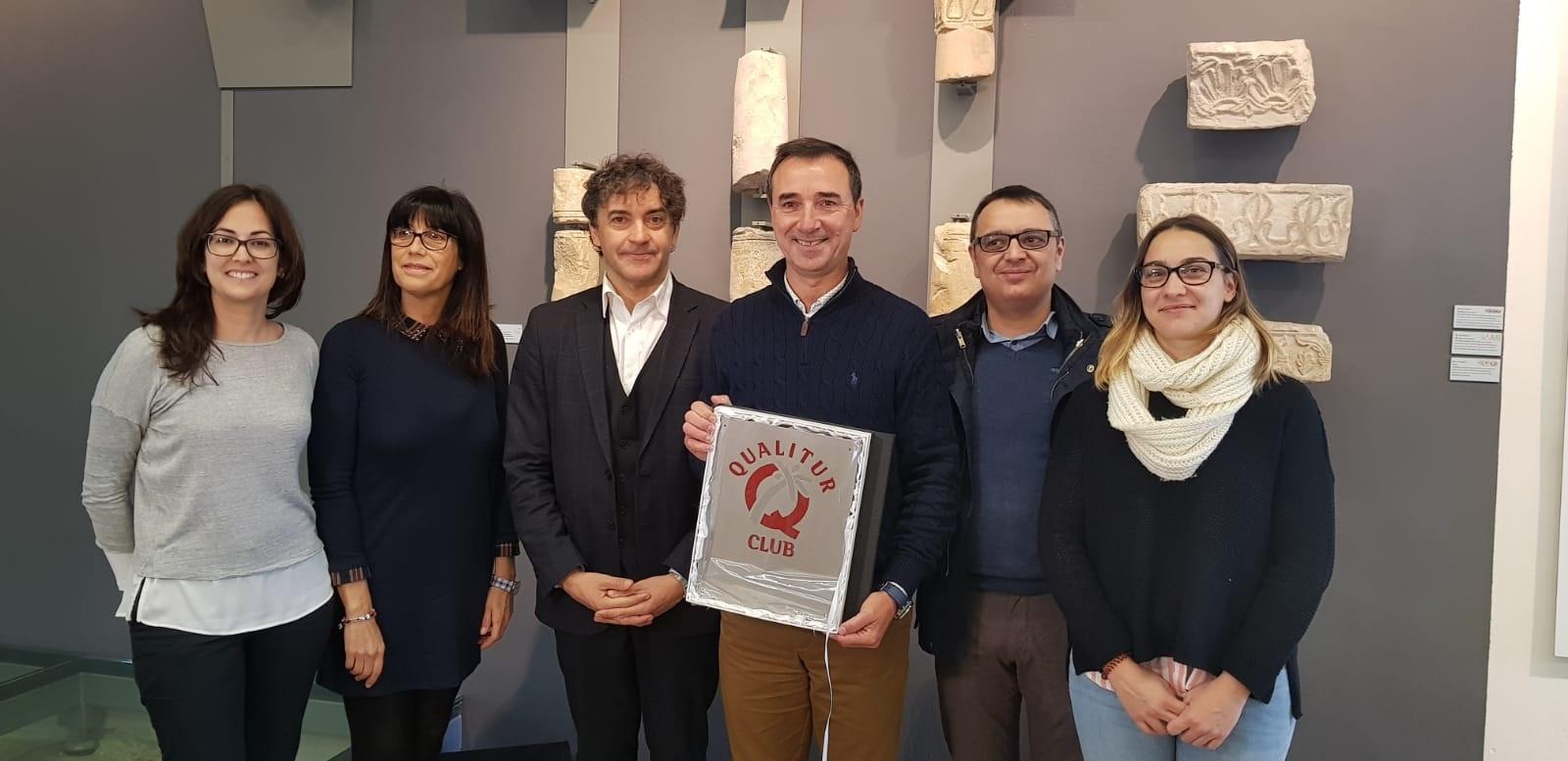Colomer lliura la Q de Qualitat Turística al MVPLA-Museu Visigot de Pla de Nadal de Riba-roja de Túria