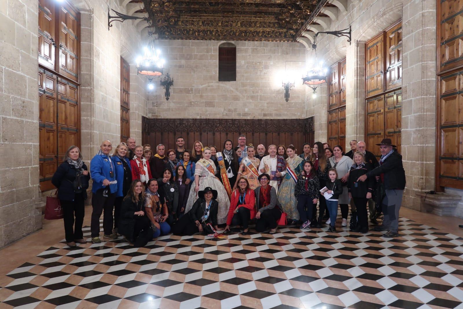"""Més d""""un centenar de representants dels centres valencians en l""""exterior visiten València durant aquestes Falles"""