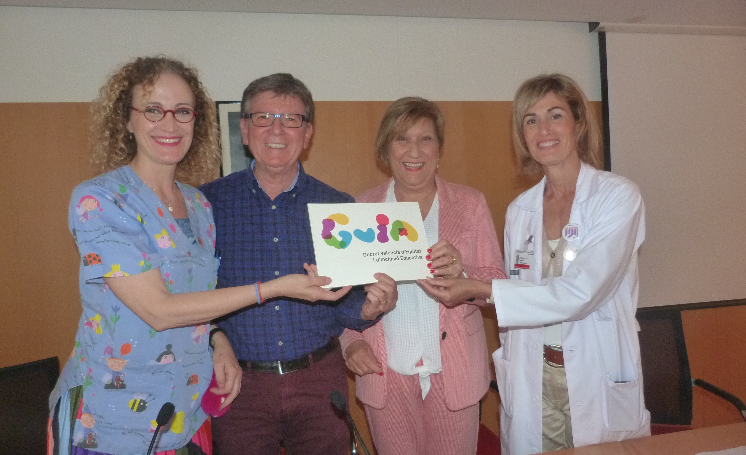 """La """"Hospital Week Play"""" fomenta la cooperació entre xiquets i xiquetes hospitalitzats i estudiants de centres europeus"""