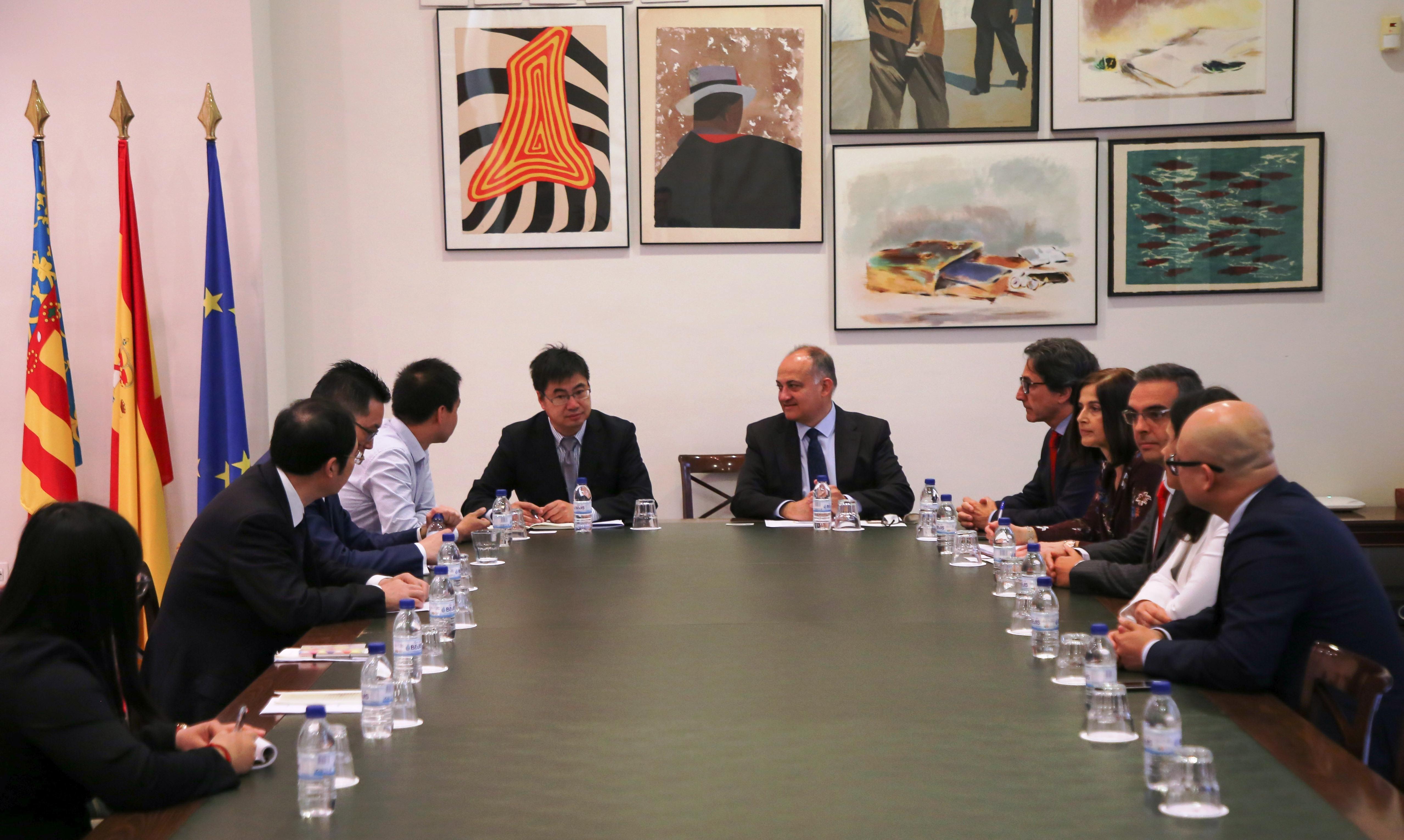 Calabuig es reuneix amb una delegació de la província xinesa de Shandong per a explorar vies de col·laboració educativa i tecnològica