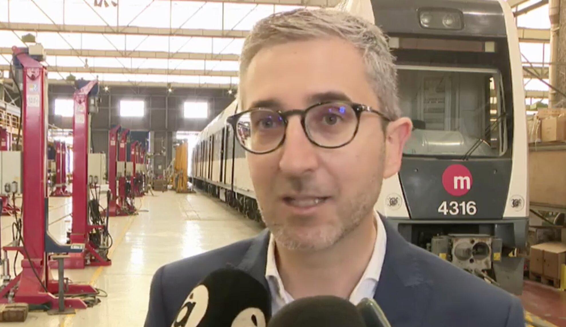 """Arcadi España anima la ciutadania a usar el servei especial de tramvia i de metro que posa a disposició la Generalitat per a les Fogueres d""""Alacan..."""