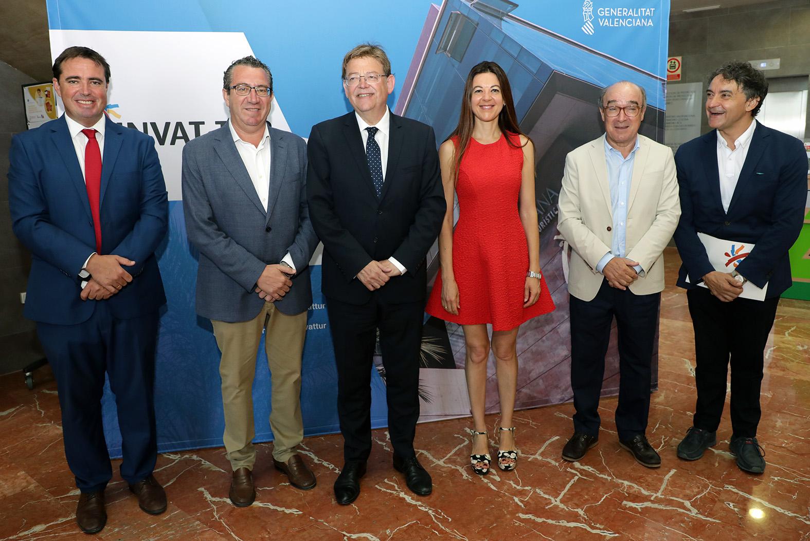 """Ximo Puig aboga por una """"gran alianza"""" entre Generalitat, ayuntamientos y empresas para afrontar los retos del turismo y luchar contra el intrusismo"""