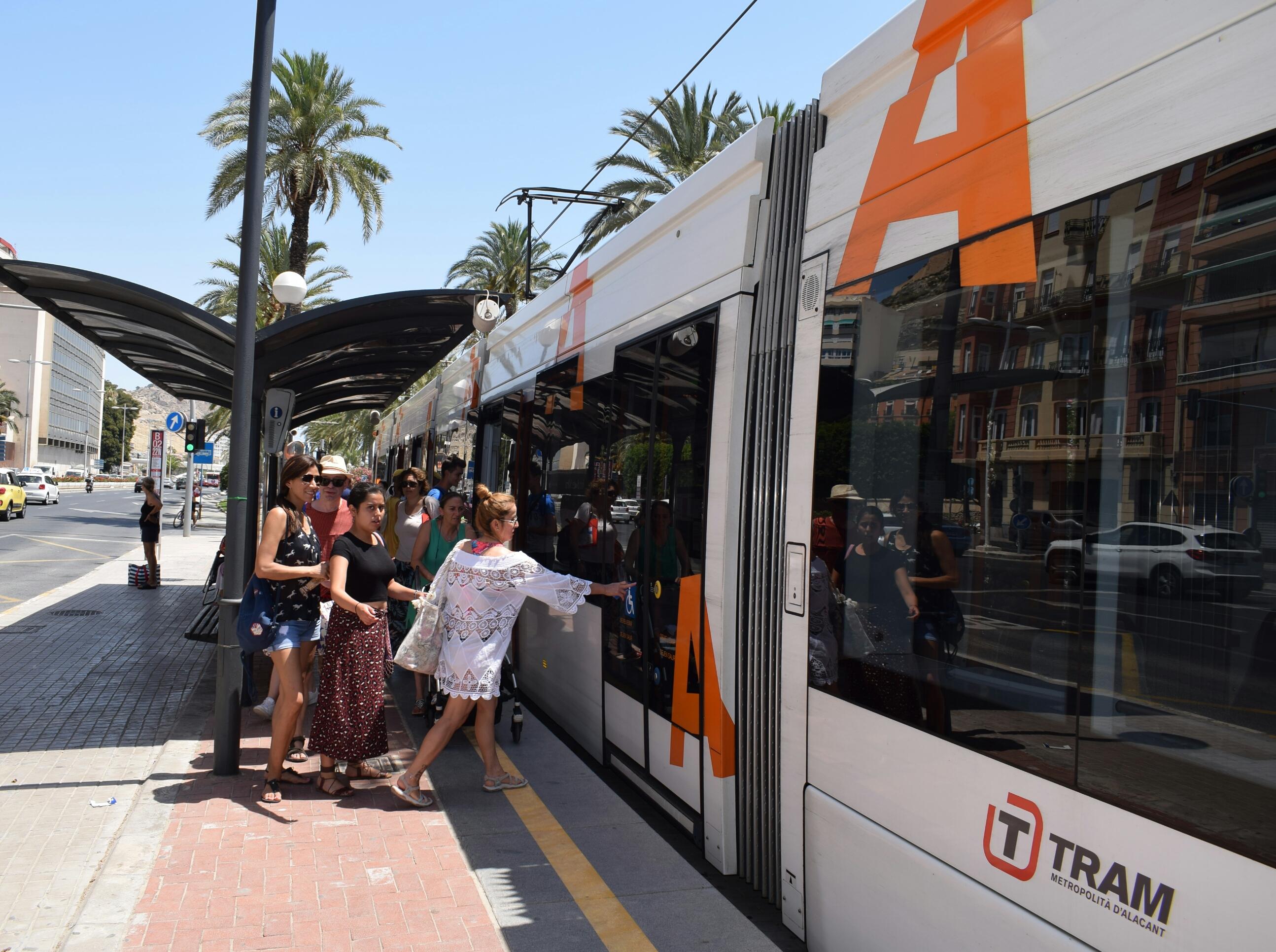 """La Generalitat facilitó servicio de transporte en el TRAM d""""Alacant a más de 1,2 millones de viajeros durante el pasado mes de julio"""