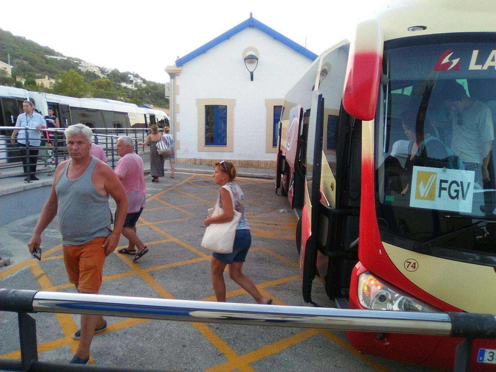 """La Generalitat adjudica el transport alternatiu d""""autobús entre les estacions de Calp i Teulada del TRAM d""""Alacant"""