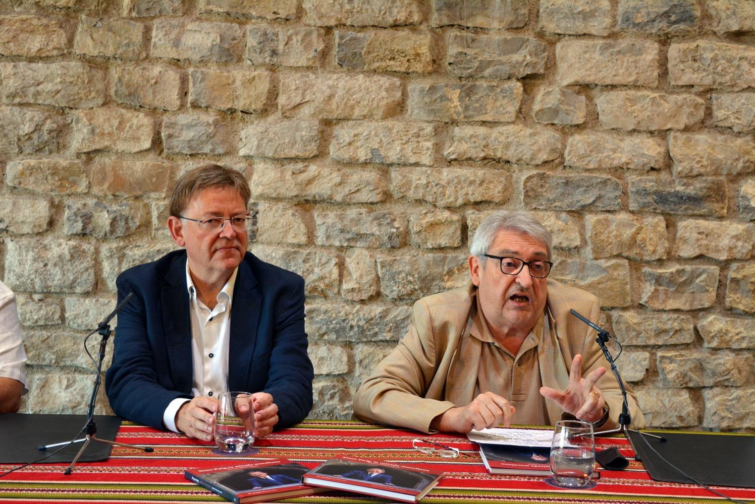 """El president de la Generalitat asiste a la presentación en Morella del libro """"Ximo Puig, la mirada morellana"""""""