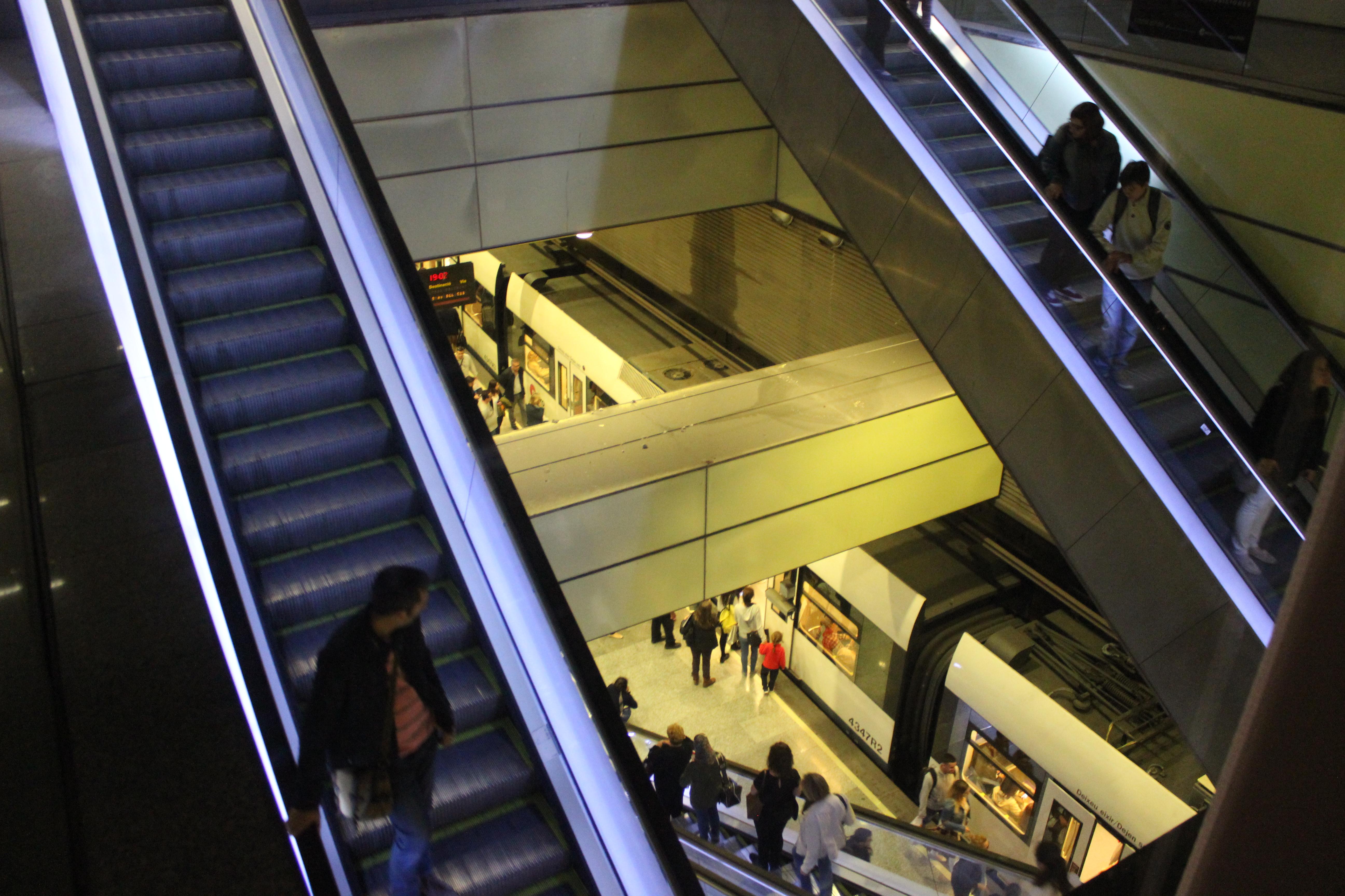 """La Generalitat conclou la renovació de les escales mecàniques de Metrovalencia en Colón i inicia la substitució d""""ascensors a Xàtiva"""