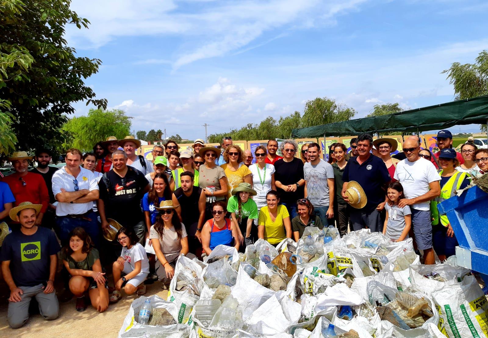 """Transició Ecològica promou una activitat de conscienciació i retirada de plàstics al Parc Natural de l""""Albufera"""