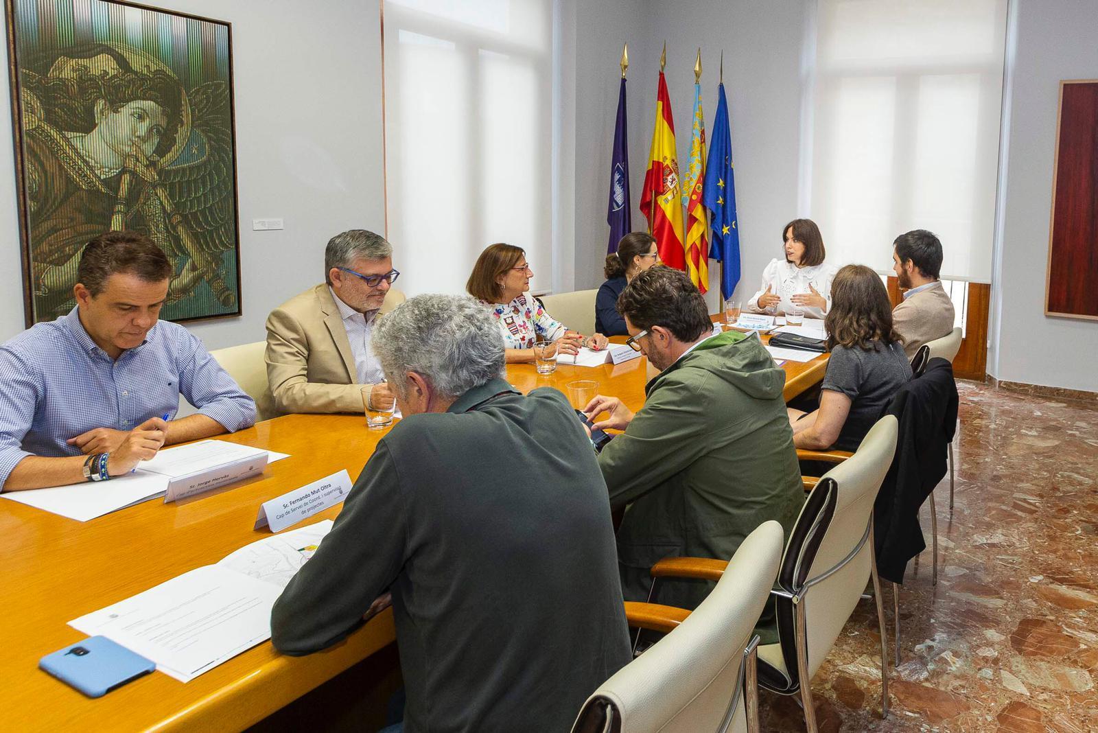 La Conselleria de Vivienda y los ayuntamientos de Alcoi y Gandia estudian medidas para mejorar el acceso a la vivienda en estos municipios