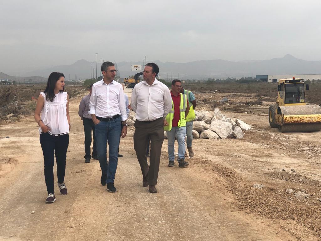 Arcadi España anuncia que la carretera de Orihuela CV-930 cortada por el temporal se abrirá al tráfico a principios de la semana que viene