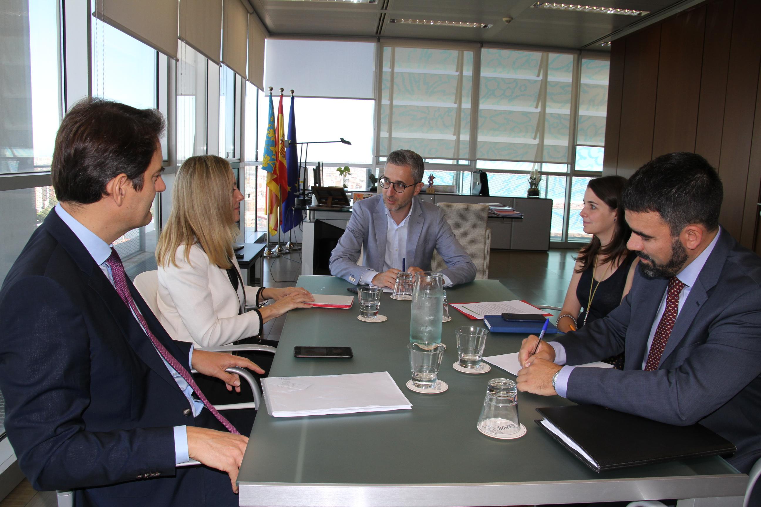 Arcadi España se reúne con la vicepresidenta del Banco Europeo de Inversiones para buscar nuevas fórmulas de financiación de infraestructuras