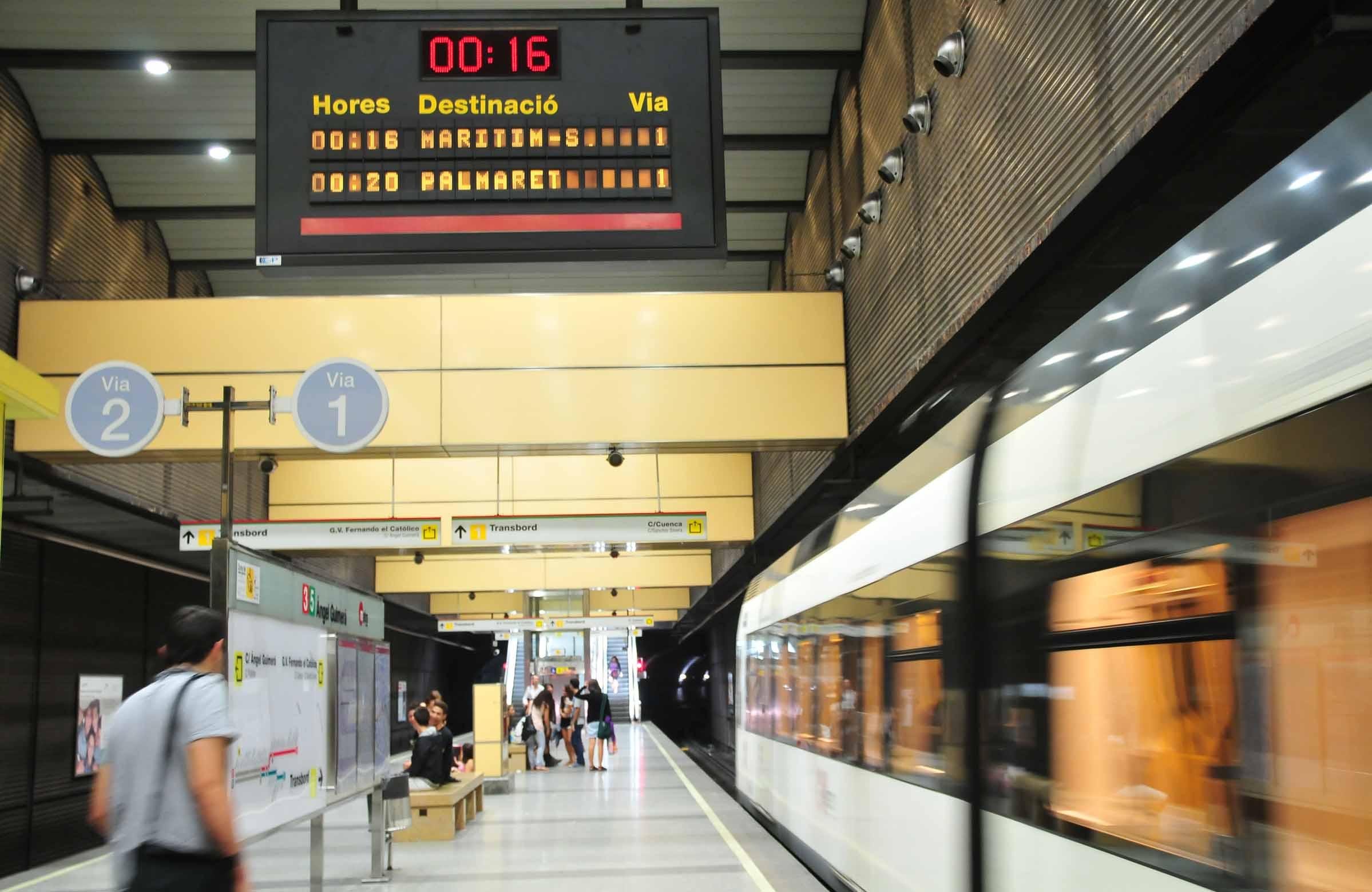 Metro y tranvía la noche del martes por Festival de Pirotecnia