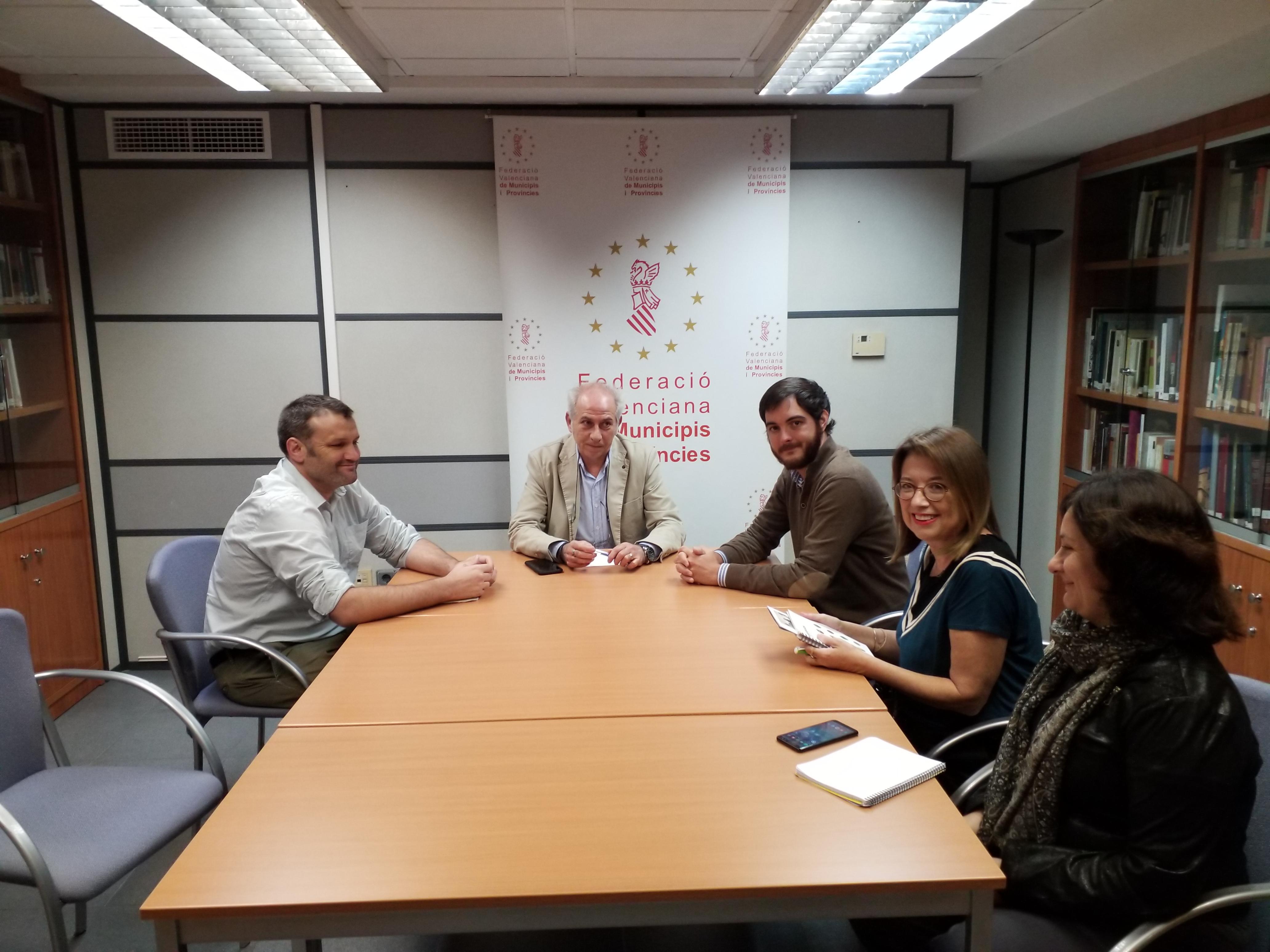 La Conselleria de Vivienda y la FVMP estudiarán fórmulas de colaboración para prestar asistencia a los ayuntamientos en materia de vivienda