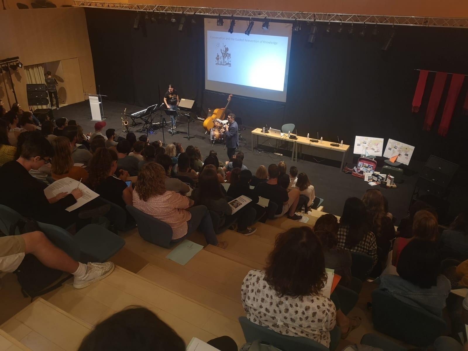 """Castelló celebra la jornada d""""acollida a 106 auxiliars de conversa en anglés de Primària"""