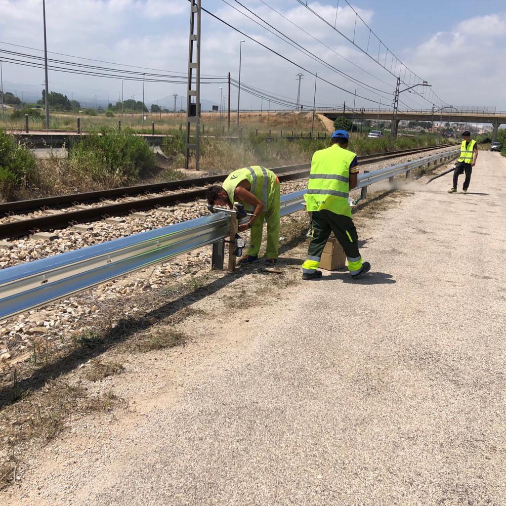La Generalitat instala más de 4.000 metros de protección de vía en el tramo Torrent-Villanueva de Castellón de Metrovalencia