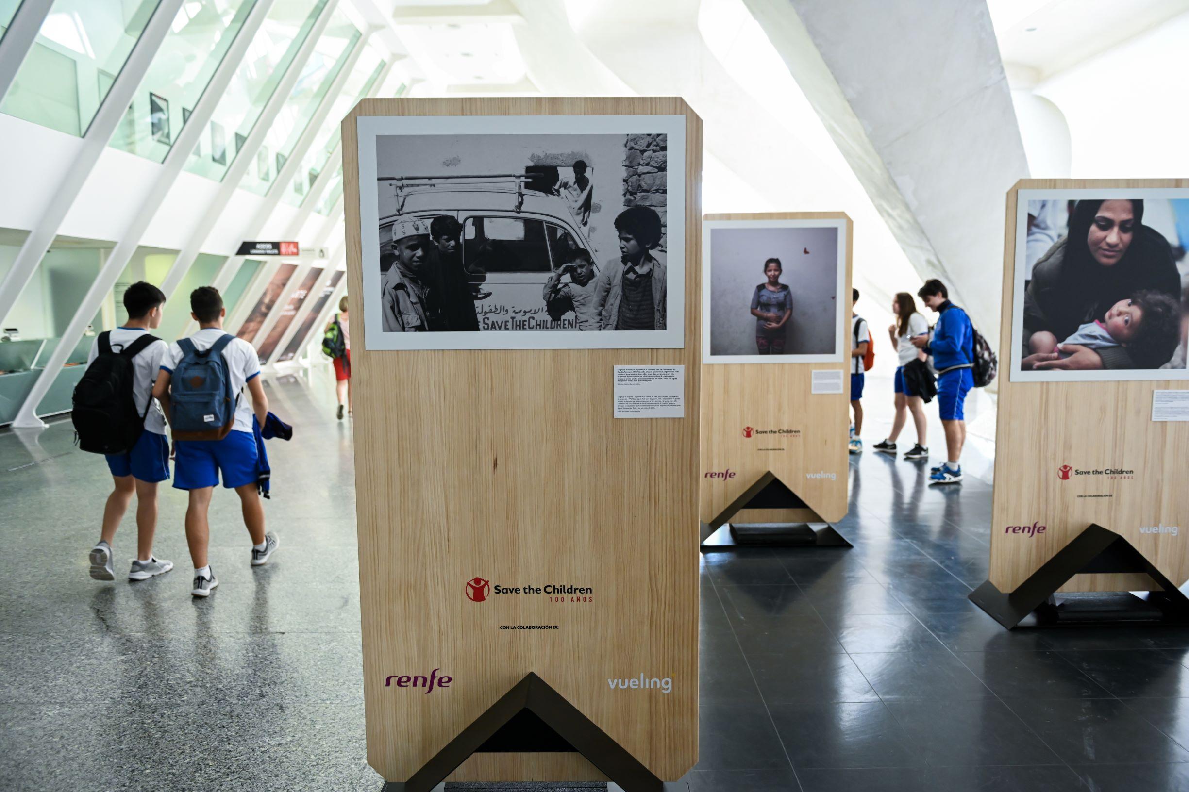 """El Museu de les Ciències acoge la exposición """"La infancia marca. Cien años defendiendo los derechos de los niños y las niñas"""""""