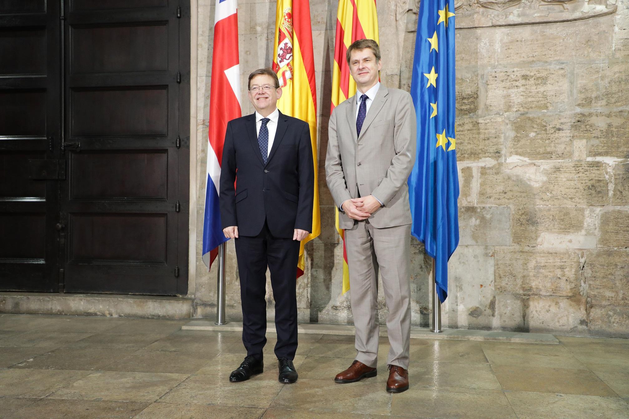 President de la Generalitat Valenciana Ximo Puig junto con el embajador entrante del Reino Unido en España Hugh Elliot