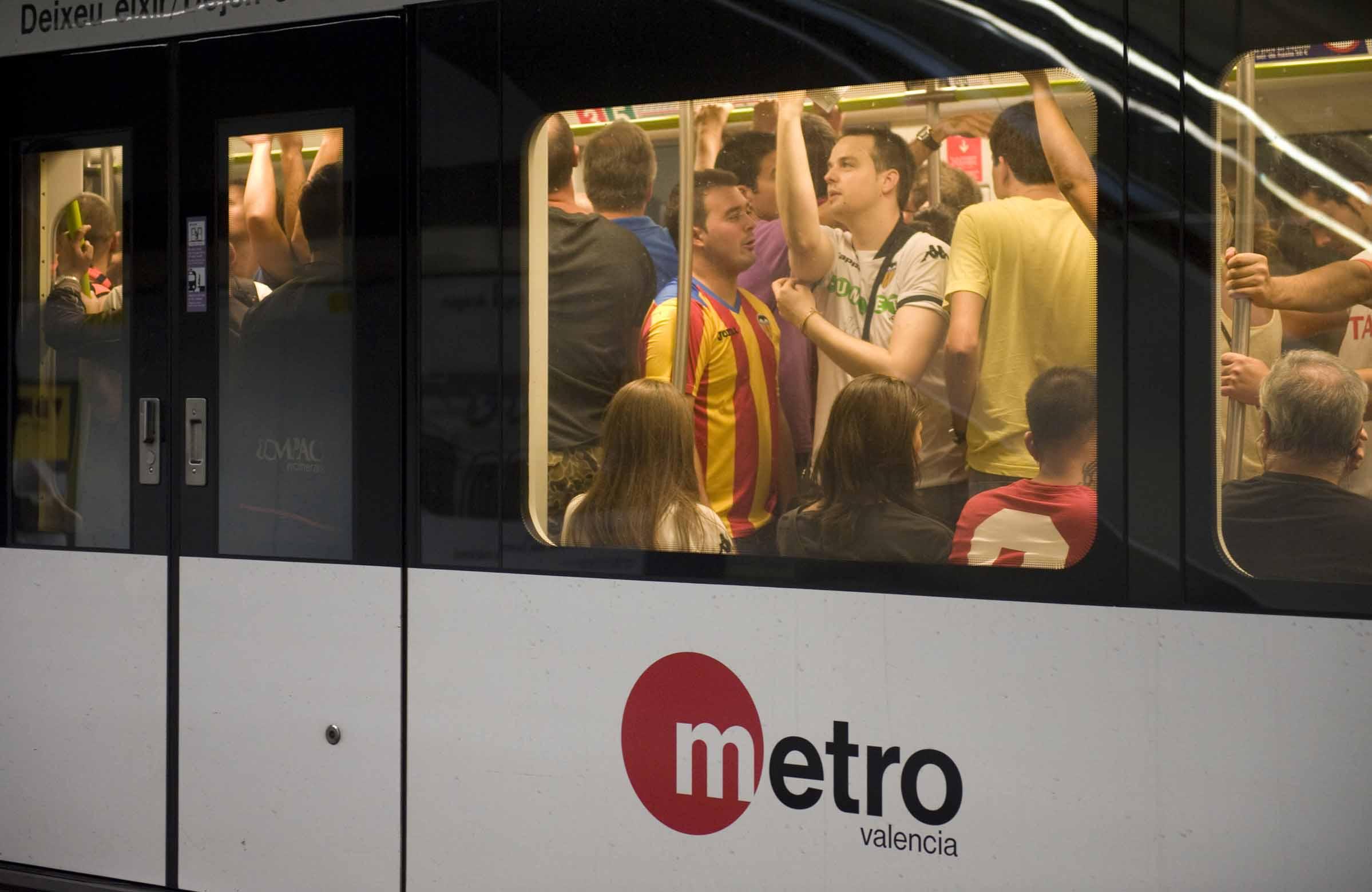 Metrovalencia facilita el acceso y regreso de los aficionados al partido que disputan Valencia CF y Villareal CF