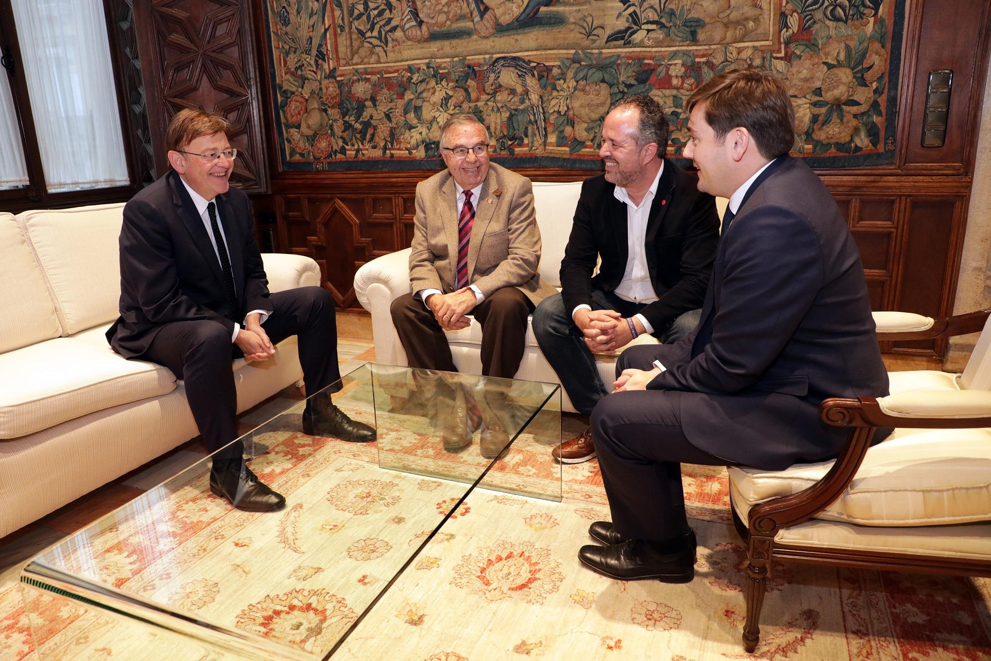 Ximo Puig es reuneix amb representants de Cáritas