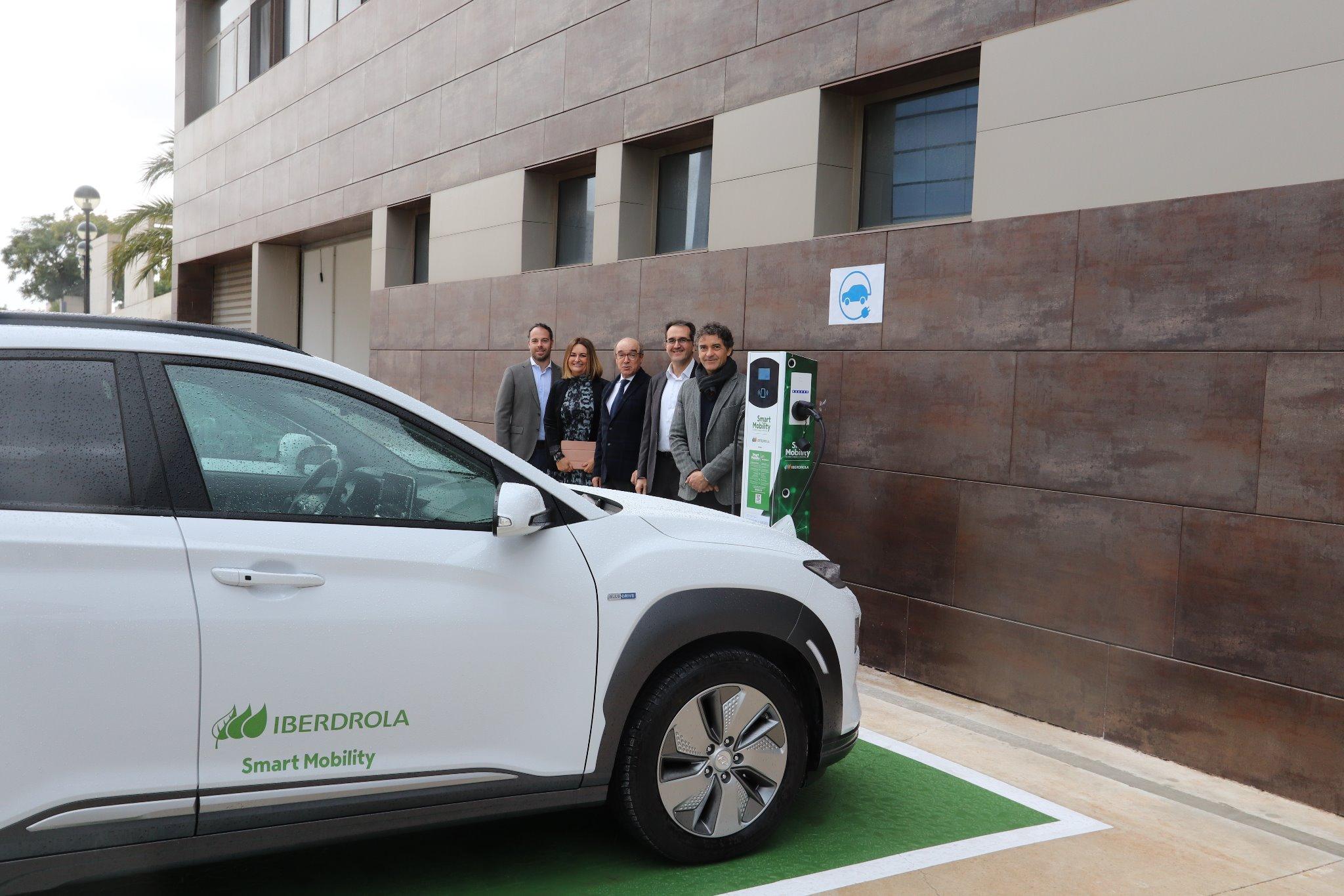 """Invat·tur disposa d""""un punt de recàrrega de vehicles elèctrics obert al públic"""