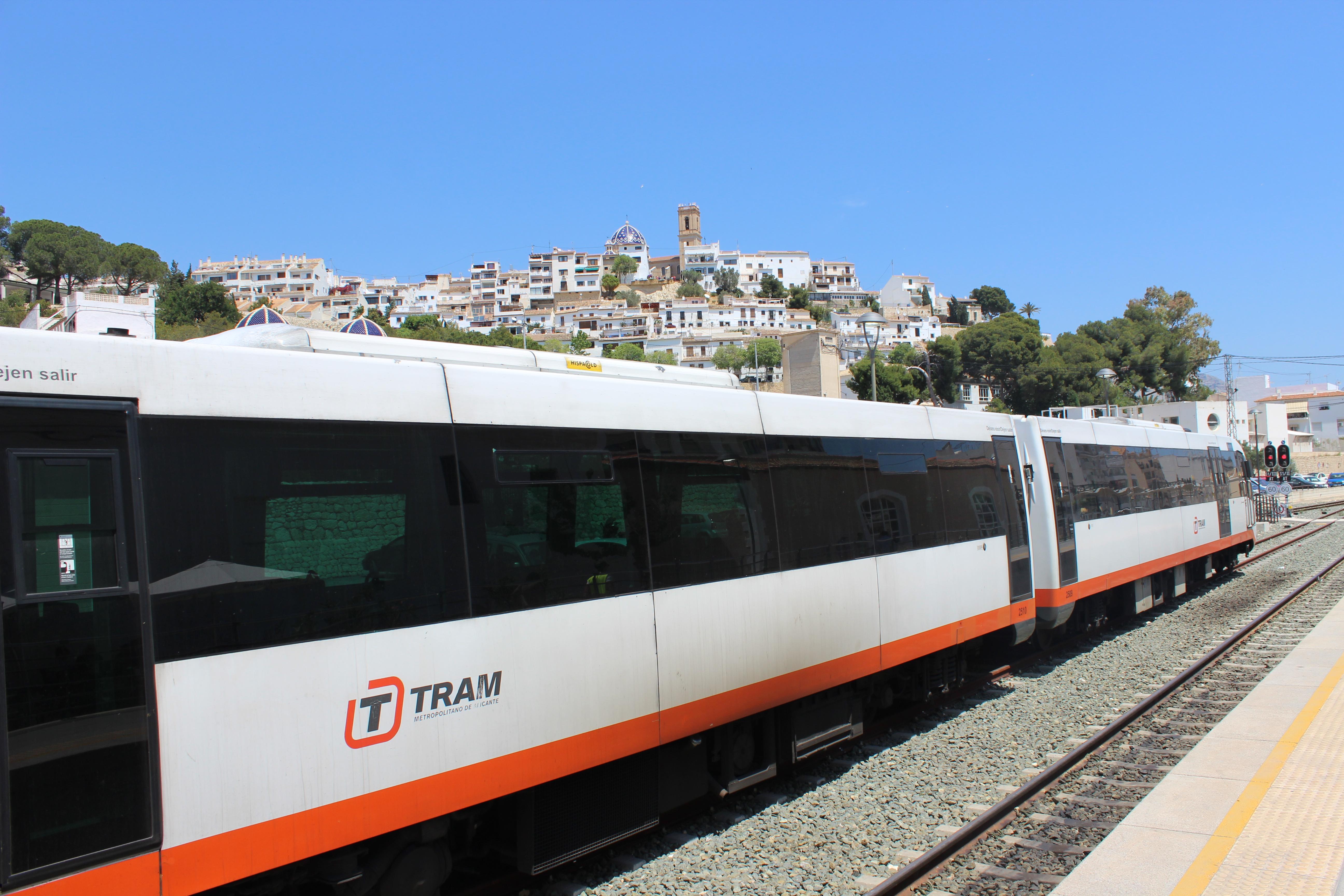 """La Generalitat licita la redacción de los proyectos para mejorar el trazado del TRAM d""""Alacant entre La Vila Joiosa y Altea"""