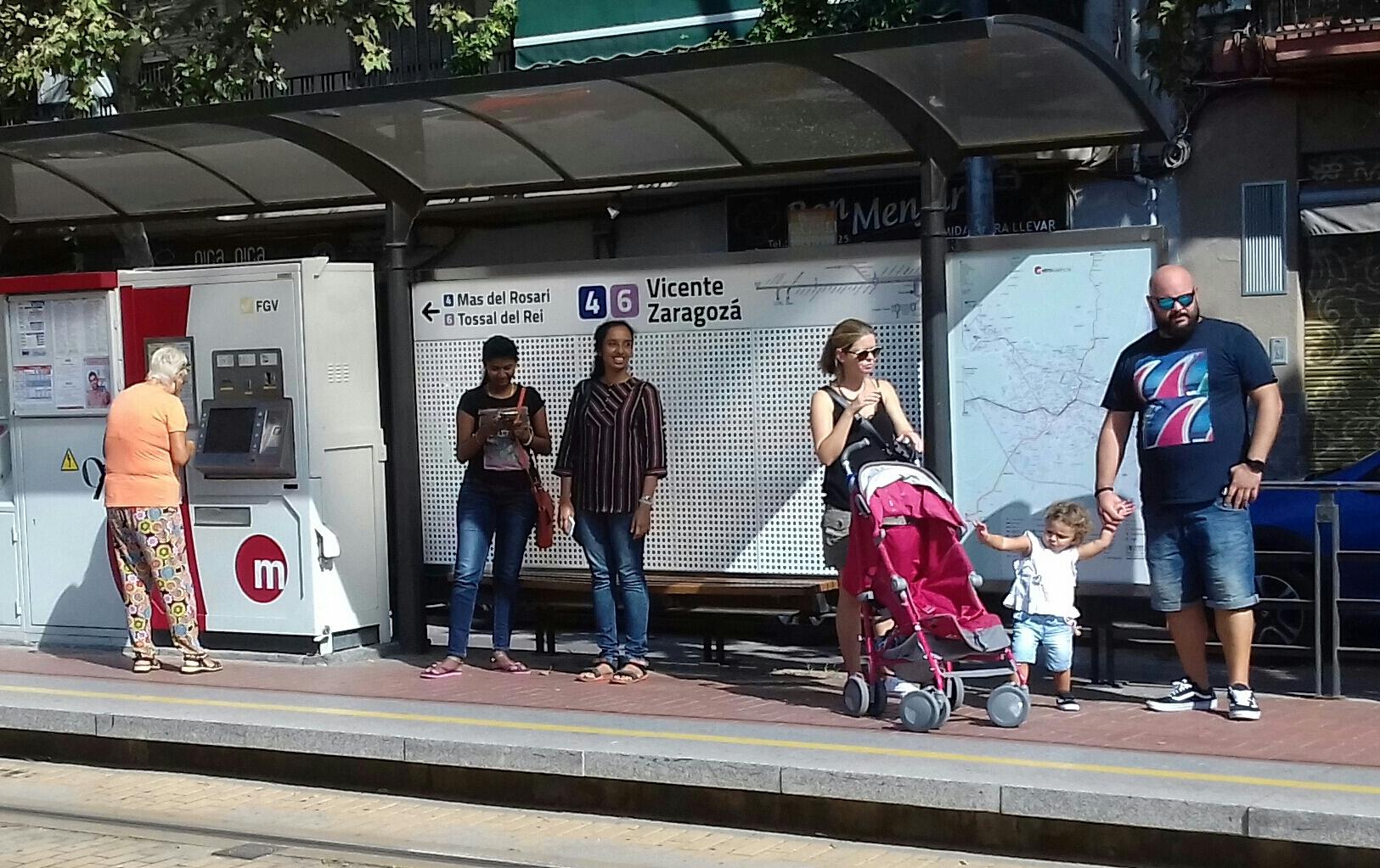 """La Generalitat instal·larà un nou sistema d""""informació a les persones viatgeres en les parades del tramvia de València"""