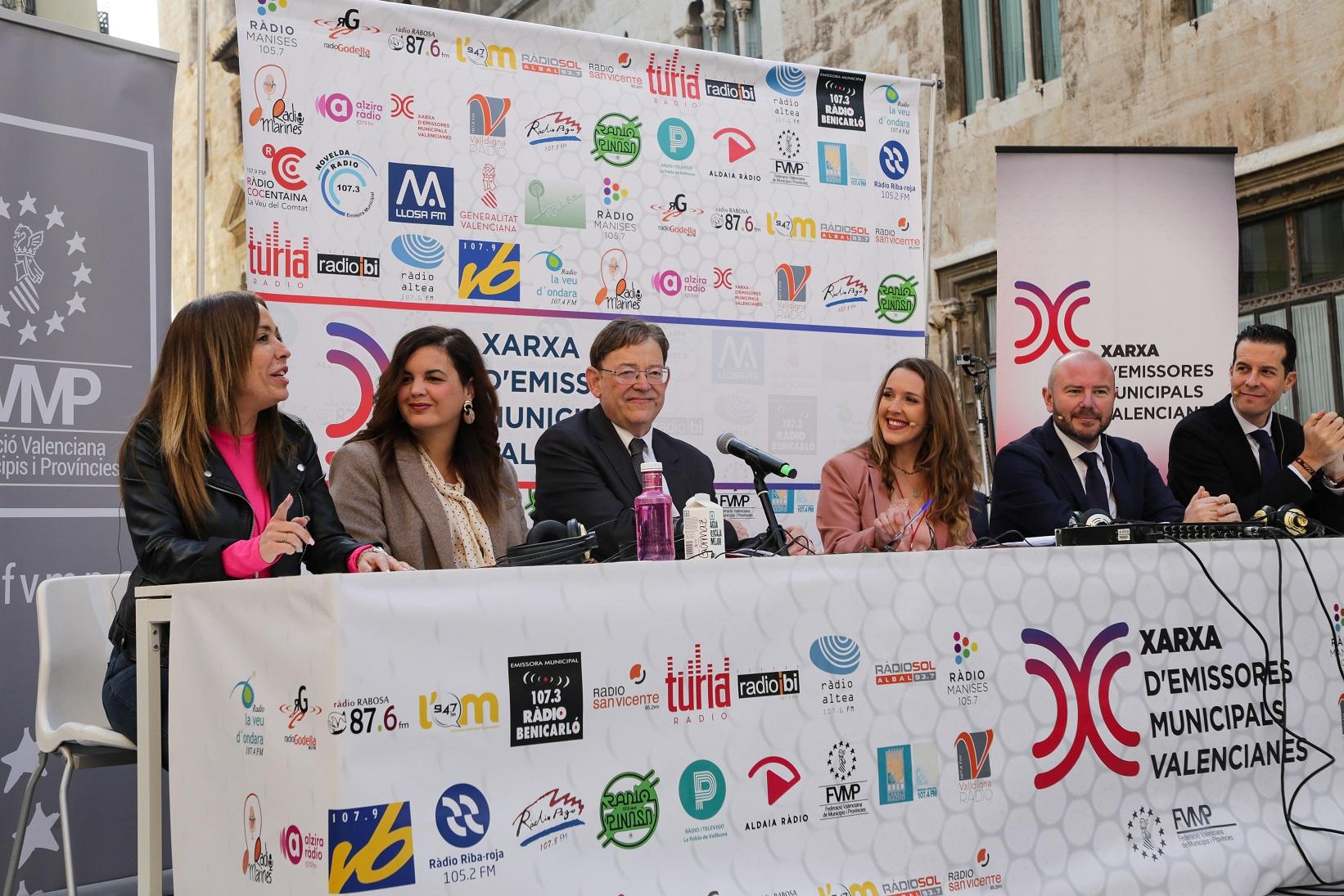 Ximo Puig avança que la Generalitat desenvoluparà una línia de suport per a les emissores locals en el seu procés de renovació tecnològica