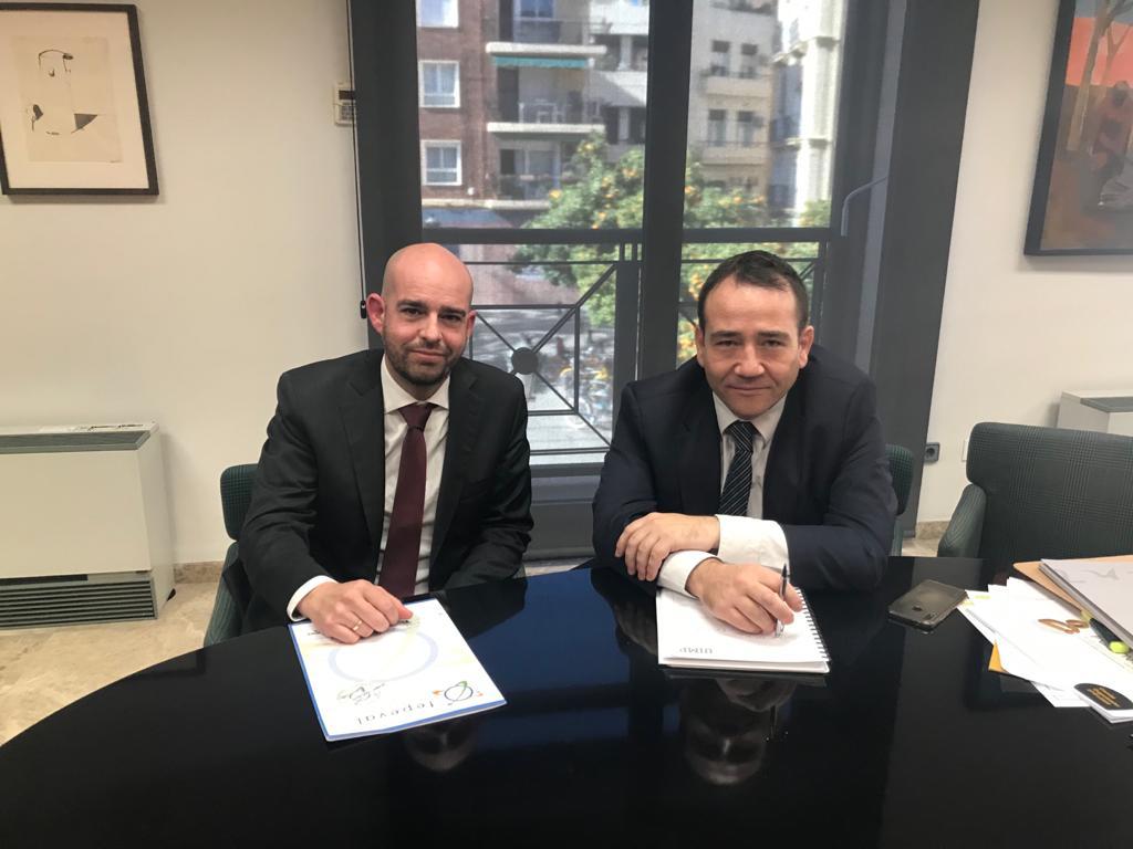 """El director de l""""IVF tracta amb empresariat d""""Orihuela com facilitar l""""accés a la línia de finançament per als afectats per la DANA"""