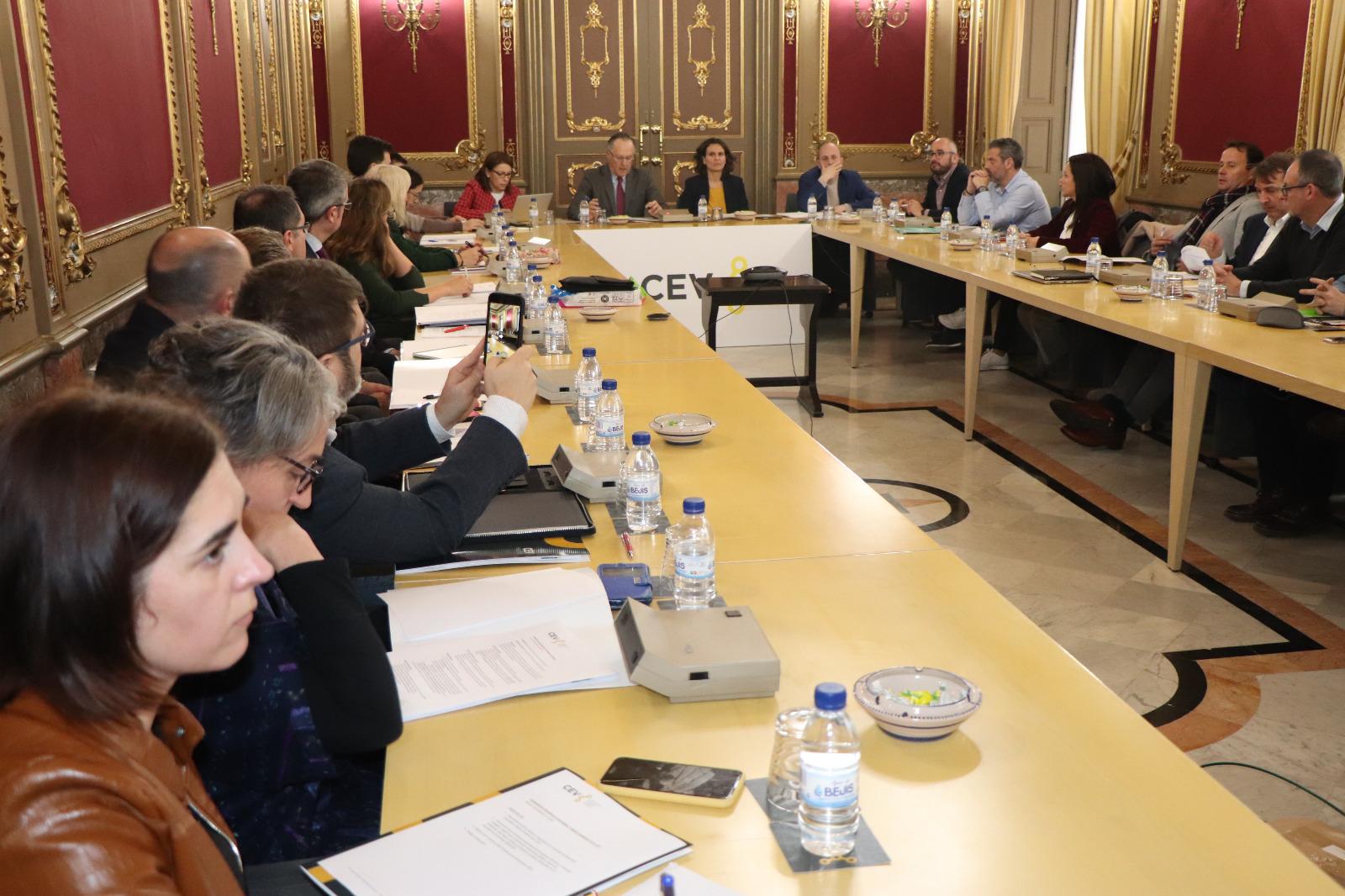 """La secretària autonòmica d""""Emergència Climàtica i Transició Ecològica explica en la CEV les novetats legislatives d""""aplicació i desenvolupament d""""..."""