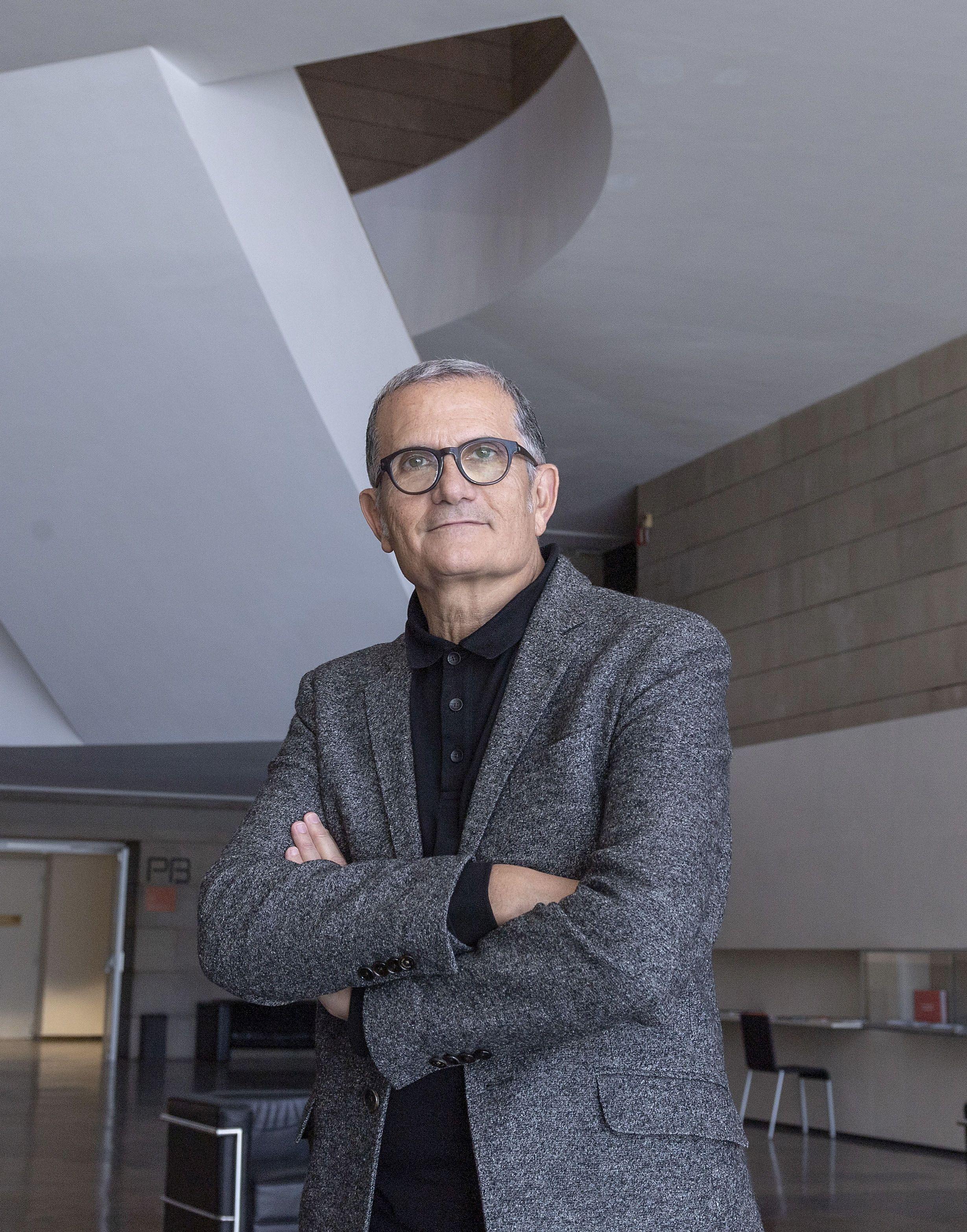 """El director de l""""IVAM rep el premi Llama Rotaria 2020 de les arts"""