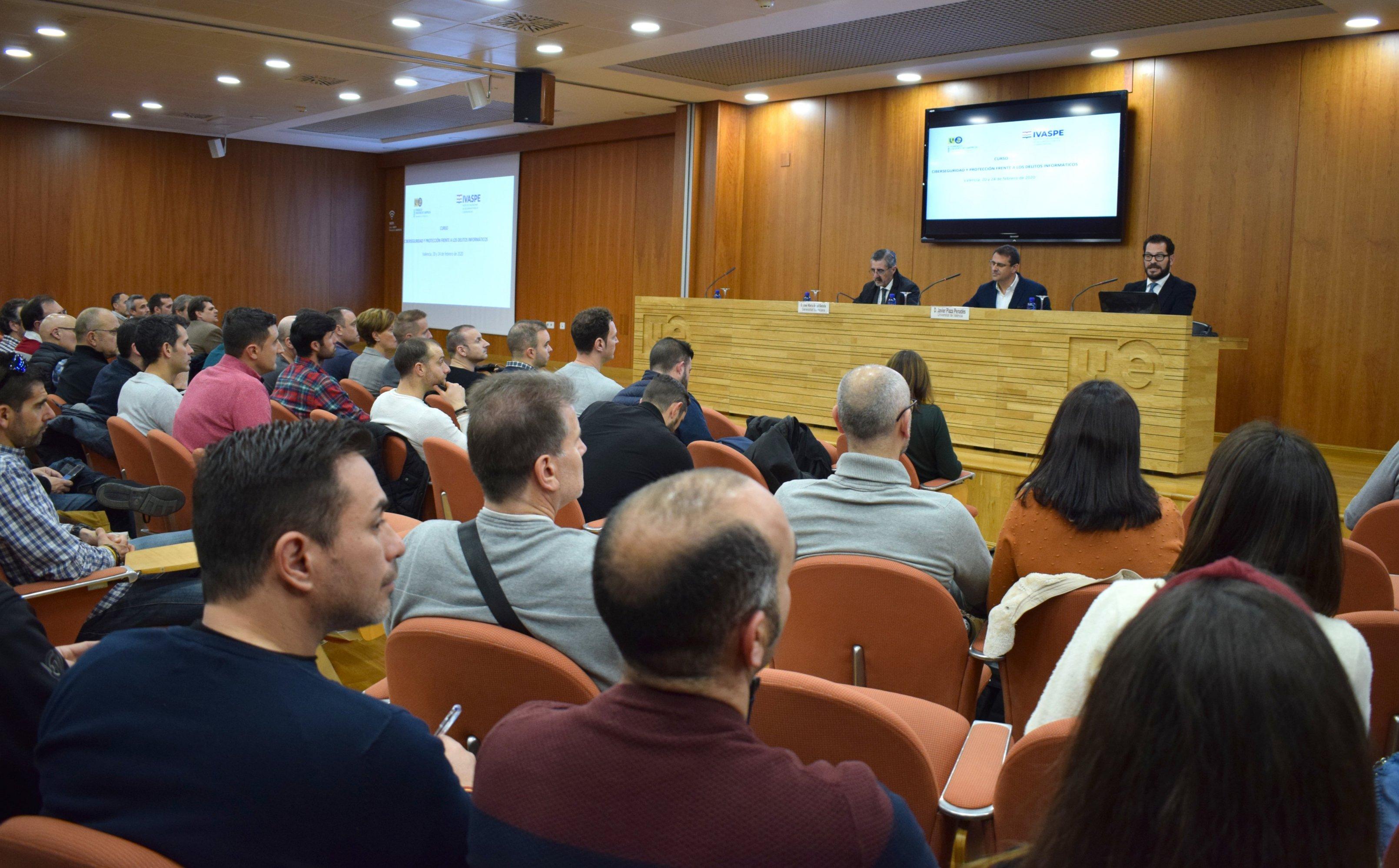 El Ivaspe y la Universitat de València organizan cursos específicos sobre ciberseguridad y delitos contra la libertad sexual dirigidos a policías