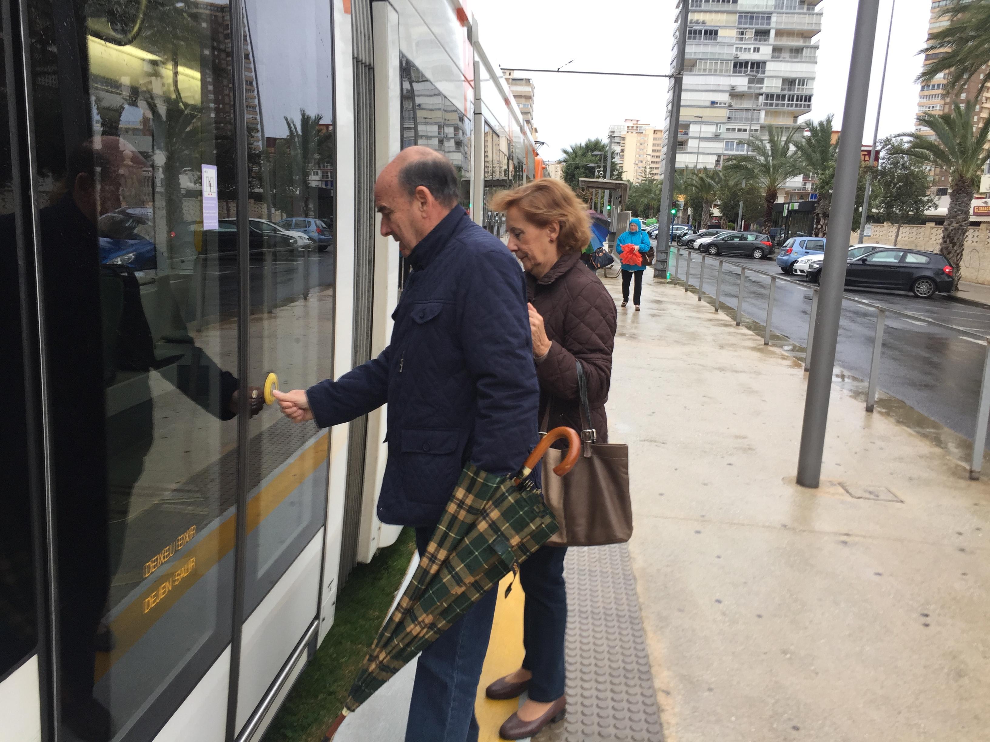 """La Generalitat facilitó la movilidad de 942.631 personas usuarias en enero en TRAM d""""Alacant, que prosigue su incremento de viajeros y viajeras"""