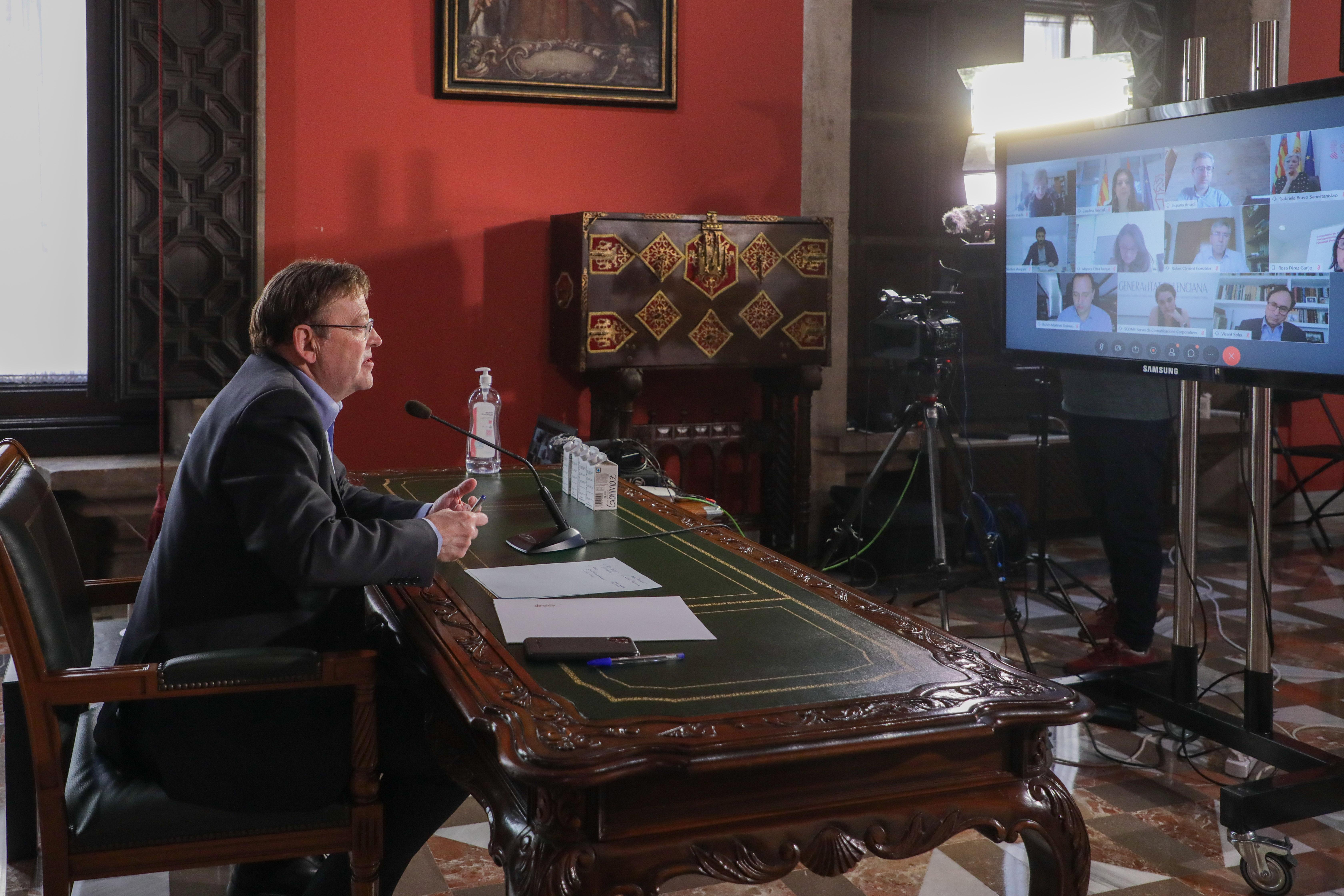 Ximo Puig mantiene una reunión de trabajo con los miembros del Consell