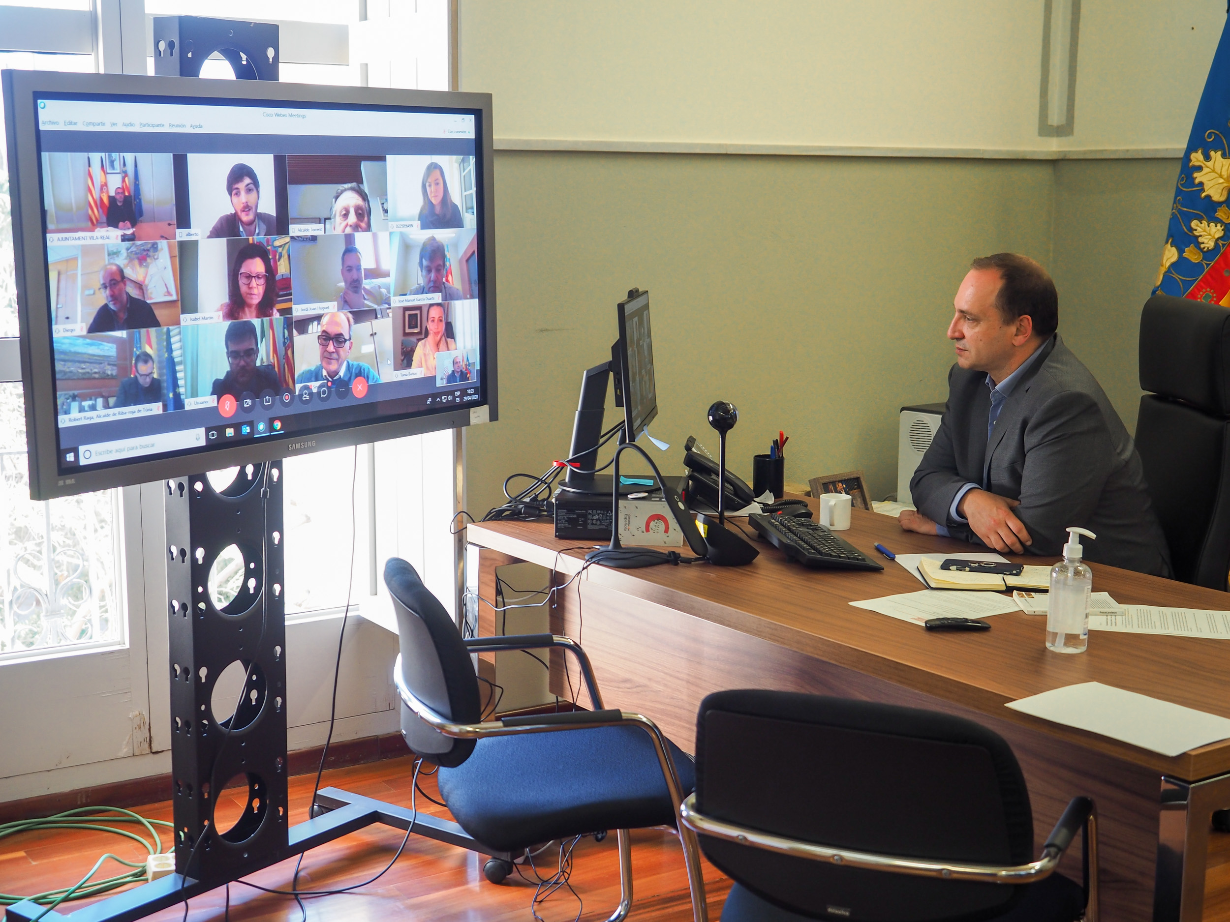 Vicepresidencia Segunda e Innovación inician la segunda fase del proyecto piloto de distribución de dispositivos de Internet en vivienda pública