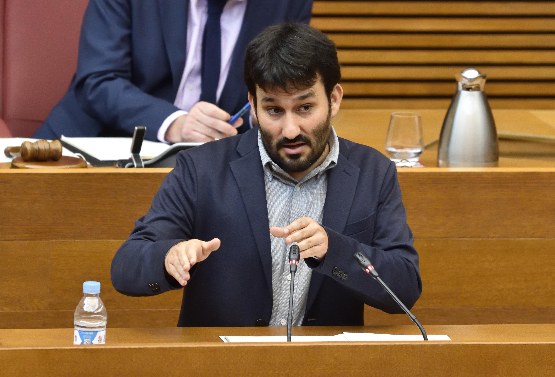 """Marzà: """"Destinamos 9 millones de euros para desarrollar actividades extraescolares el próximo curso"""""""