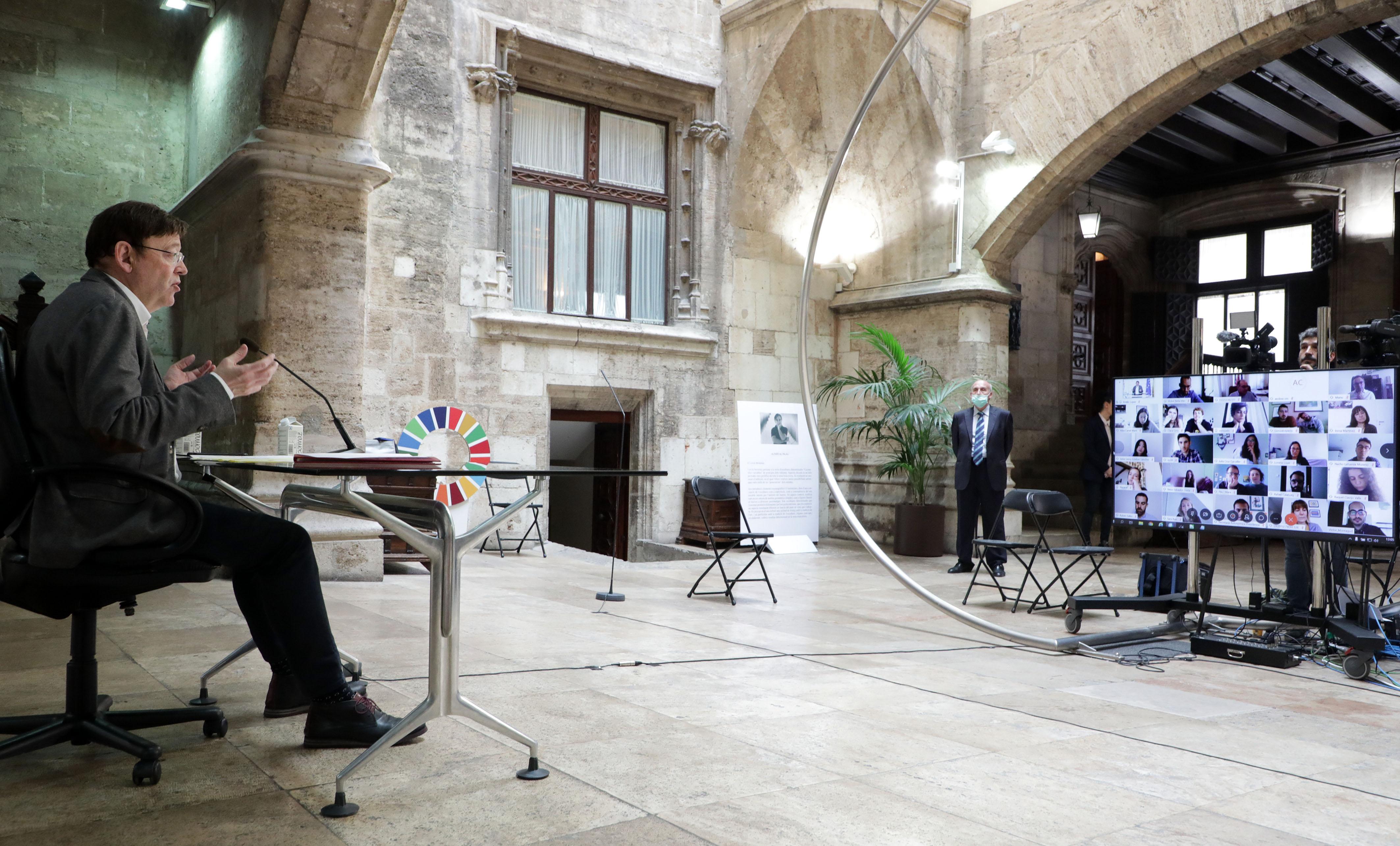 """Ximo Puig reivindica un """"marc europeu més fort"""" per a lluitar contra la pandèmia en una trobada telemàtica amb 27 valencians i valencianes residen..."""