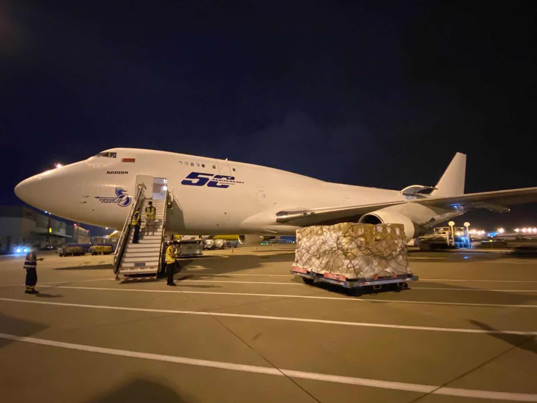 Dos nuevos vuelos con material sanitario de protección para la Comunitat Valenciana han aterrizado este fin de semana