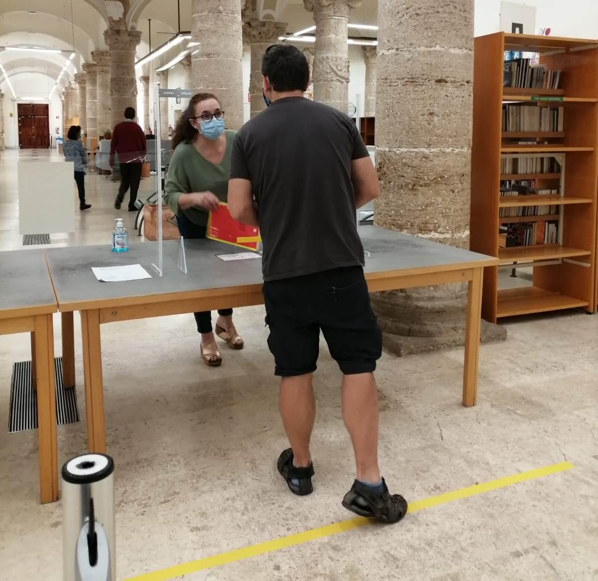 Las bibliotecas de la Generalitat registran en su apertura una afluencia de visitantes moderada y constante