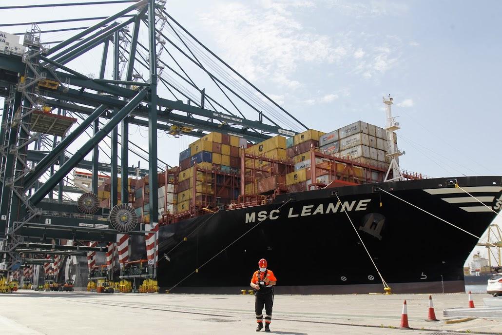 Arriba a València el primer vaixell amb material sanitari contractat per la Generalitat per a abastir la Comunitat en la lluita contra la pandèmia