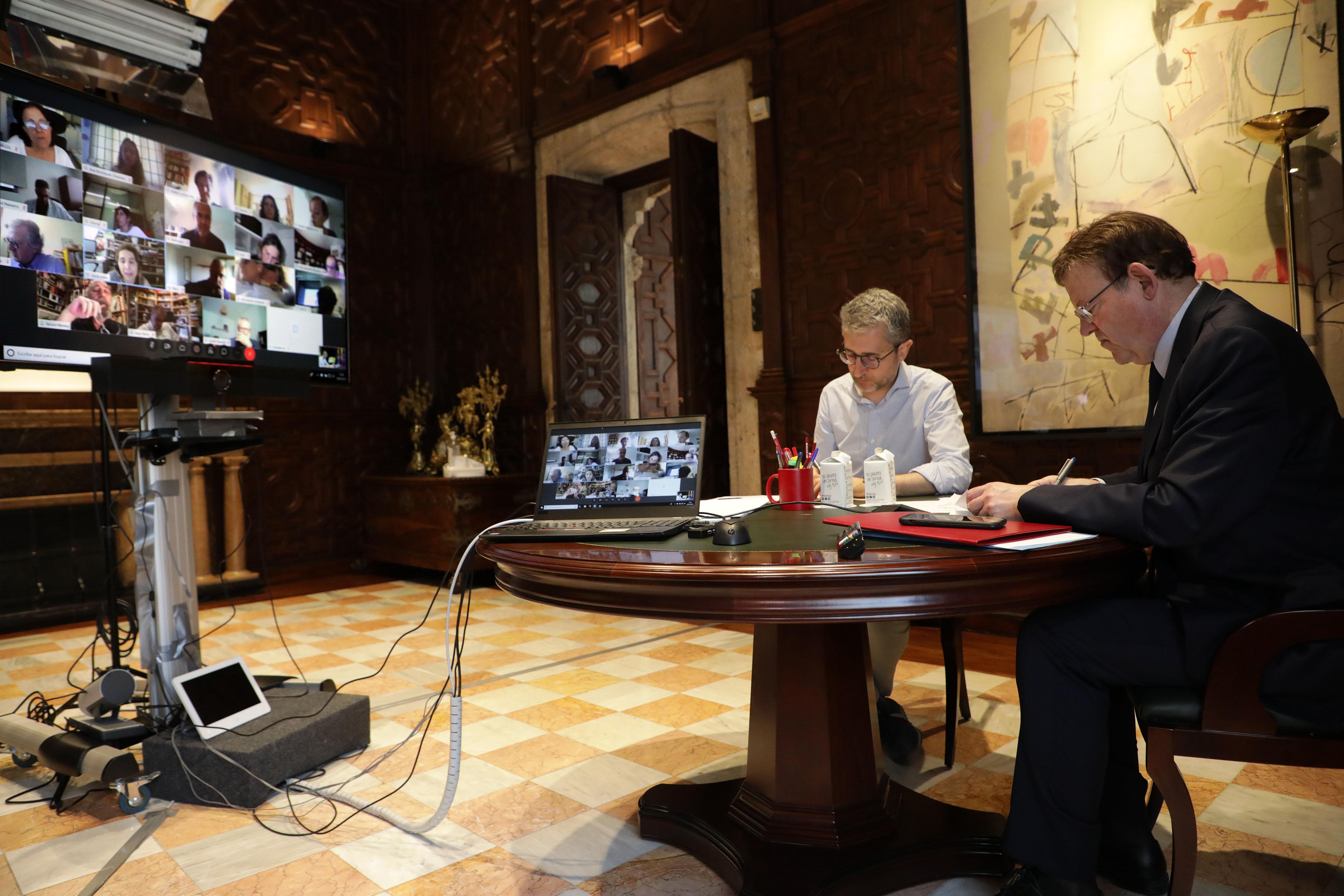 Ximo Puig es reuneix telemàticament amb persones expertes per a abordar la crisi originada pel coronavirus i el procés de desescalada