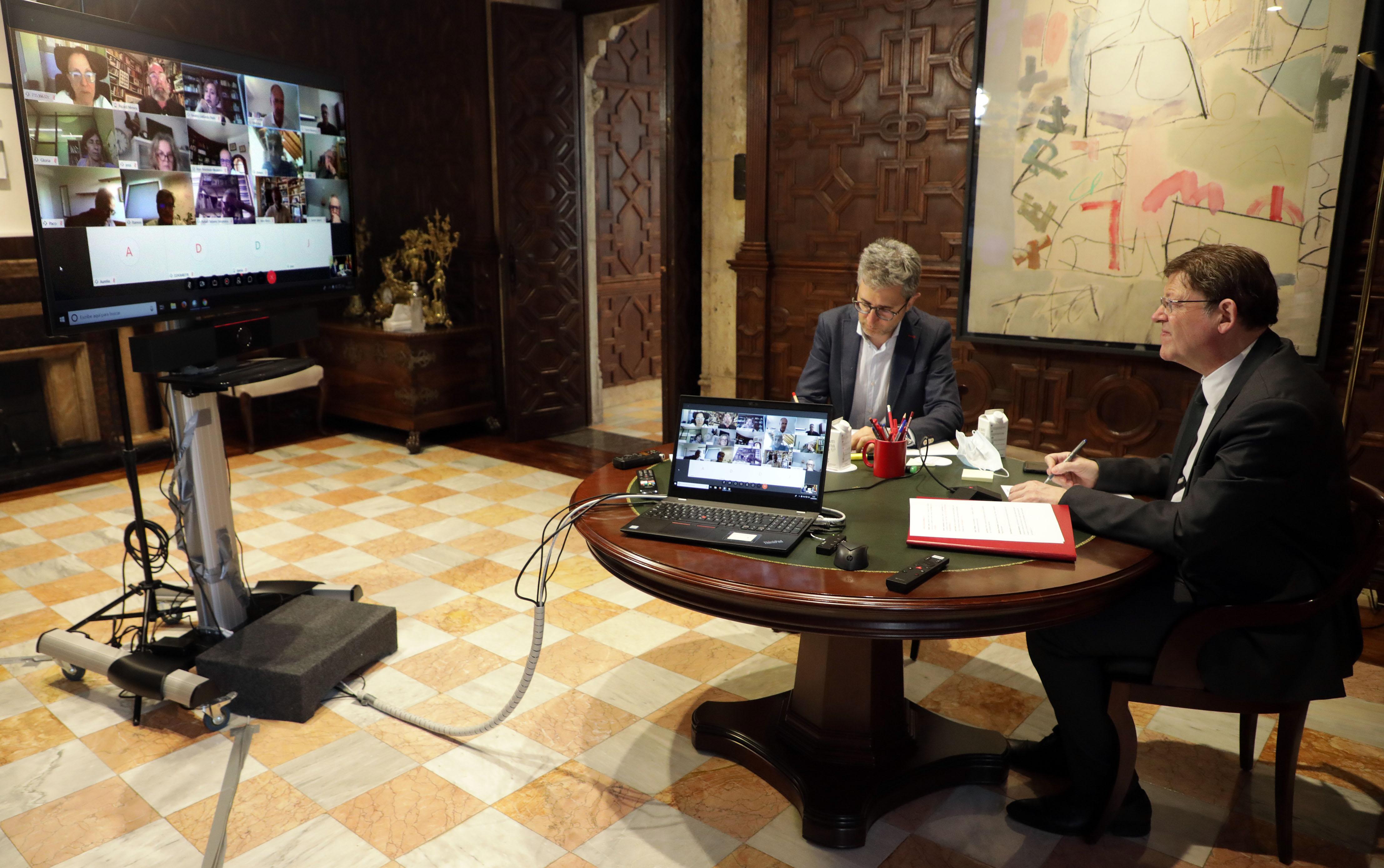 Ximo Puig es reuneix per videoconferència amb persones expertes per a abordar la situació generada per la pandèmia i el procés de desescalada