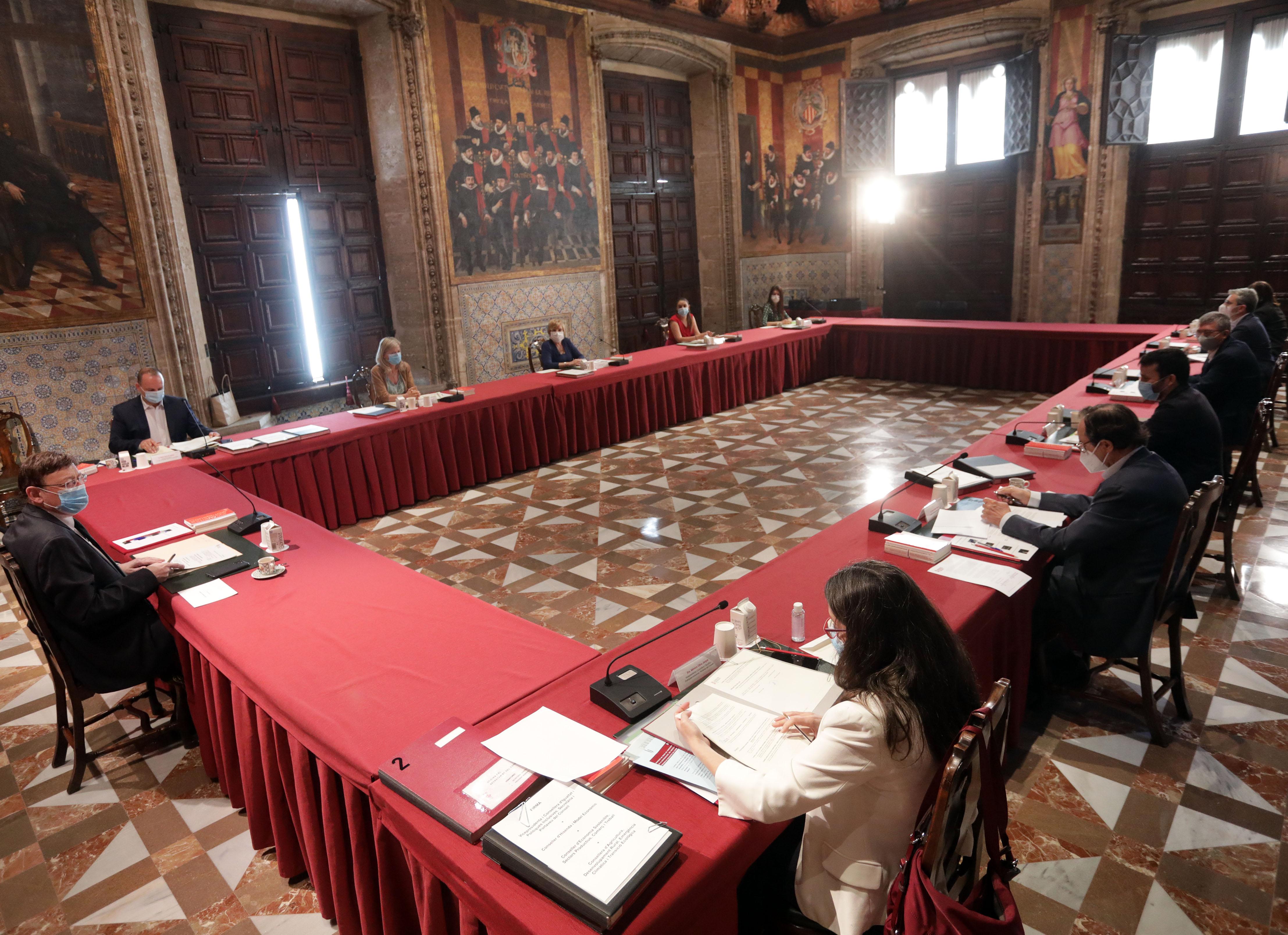 El Pleno del Consell se reúne en el Saló de Corts del Palau de la Generalitat