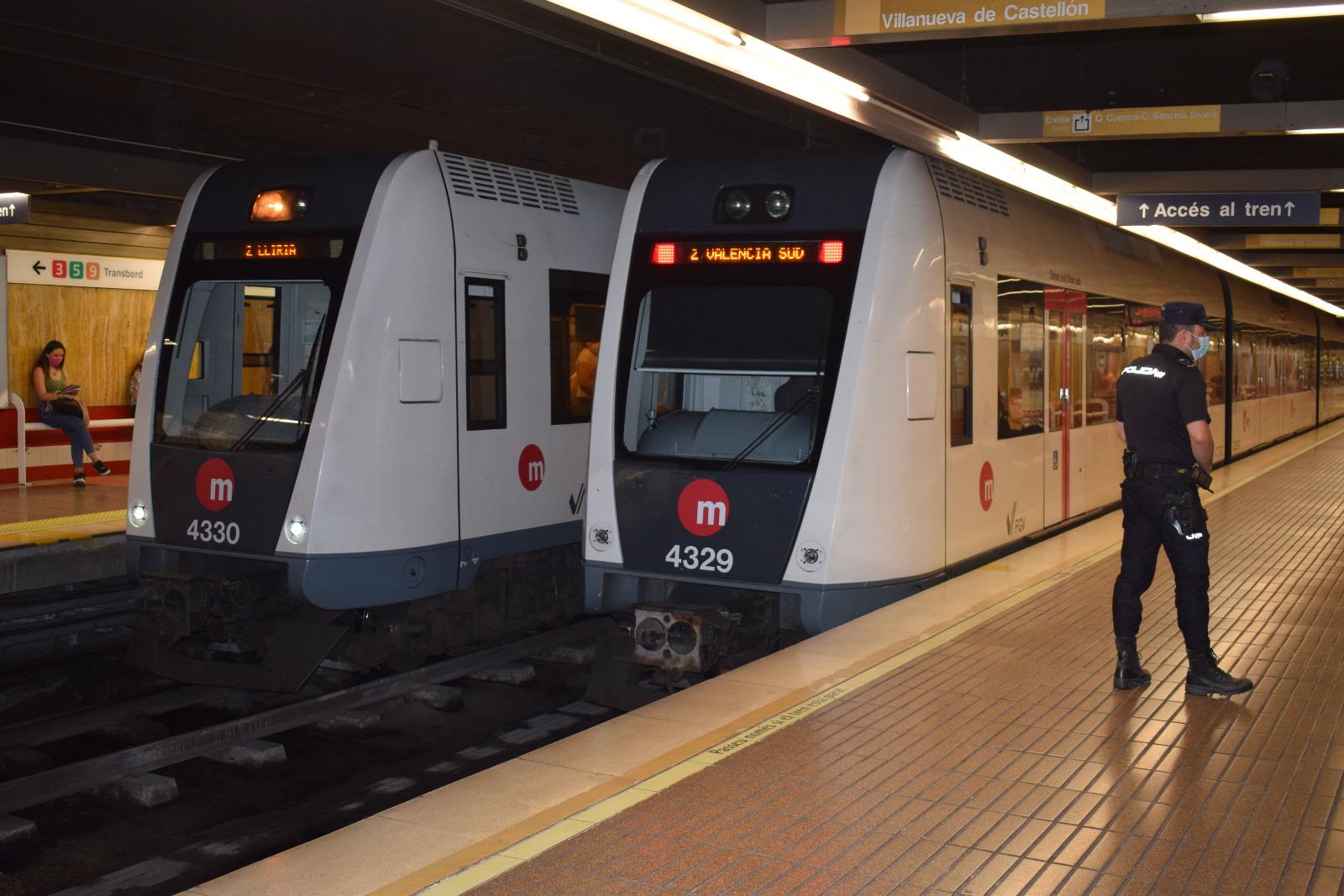 """La Generalitat instalará durante el verano desfibriladores en las principales estaciones de Metrovalencia y TRAM d""""Alacant"""