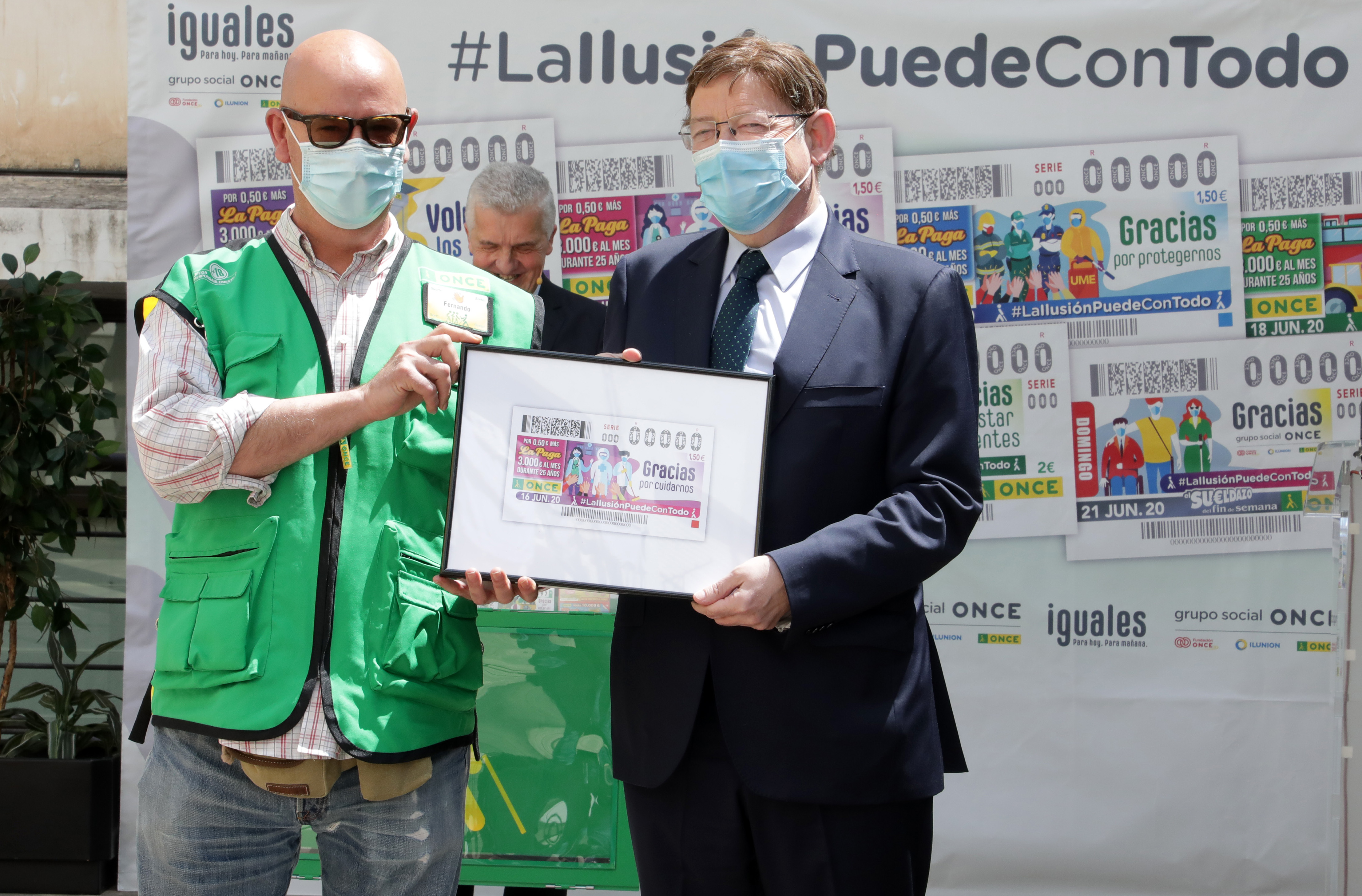"""Ximo Puig ha assistit a la presentació de la col·lecció de cupons """"La il·lusió pot amb tot"""", amb què l""""ONCE reconeix el treball fet en la lluita c..."""