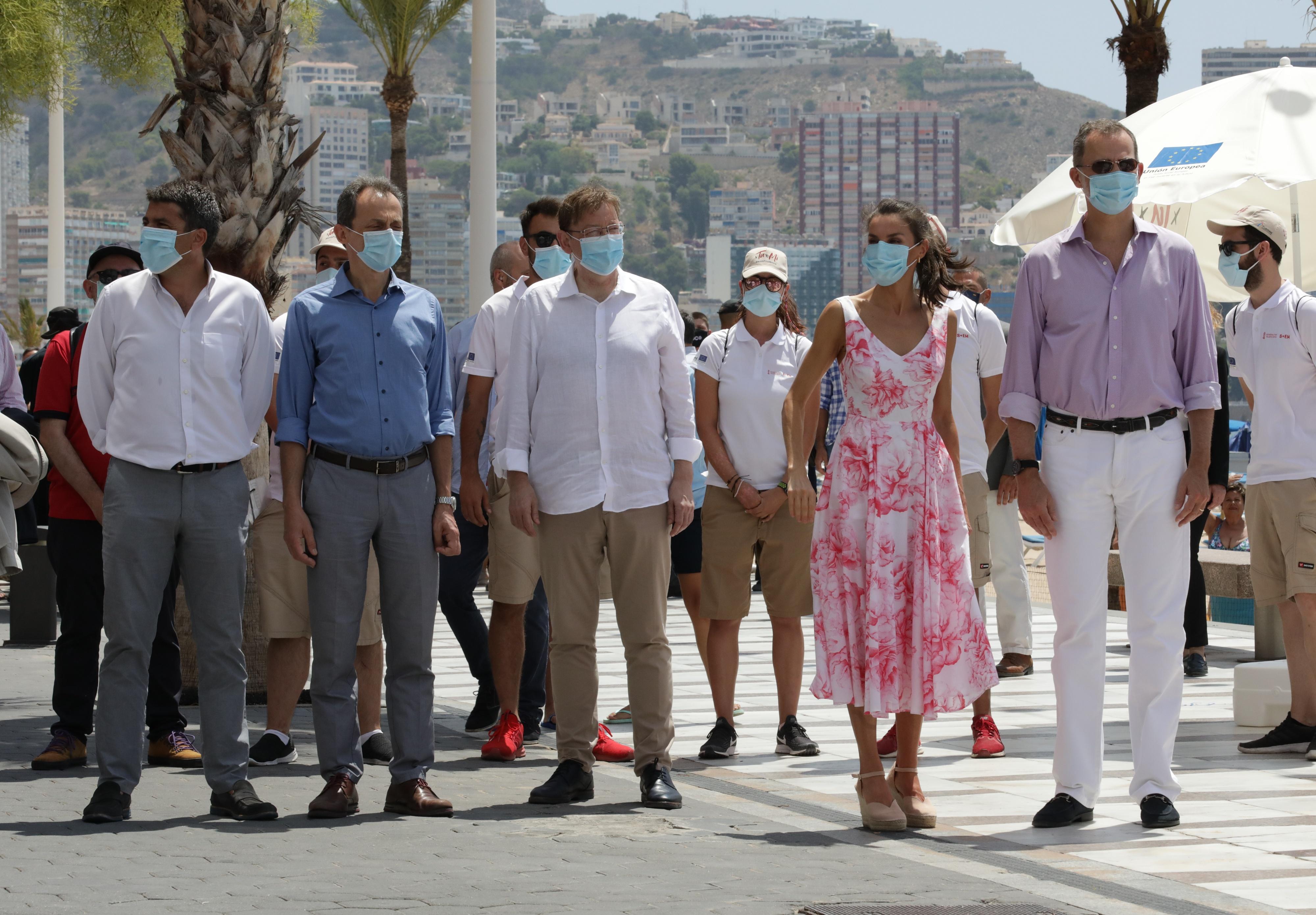 Ximo Puig acompaña a los Reyes de España en su visita a la Playa de Levante de Benidorm