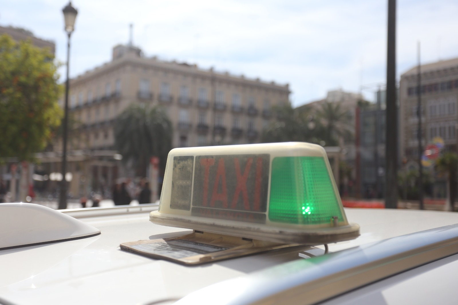 La Conselleria de Movilidad propone un plan al sector del taxi para modernizar y profesionalizar el servicio
